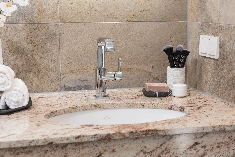 Affordable Elegantes Waschbecken Von Villeroy Und Bochbanovo Bad Waschbecken  Wasserhahn With Bad Waschbecken