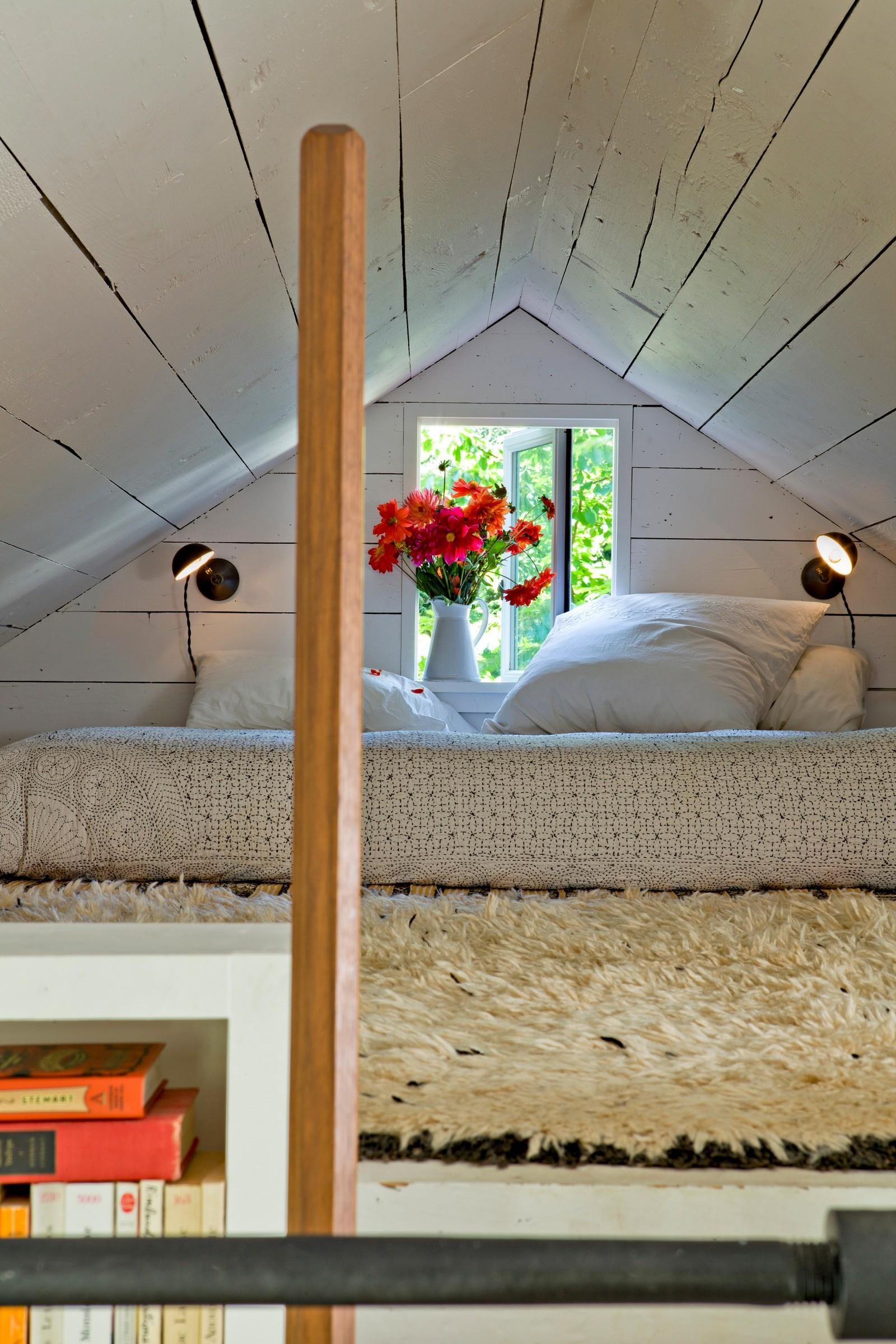 elternschlafzimmer auf dem tiny house dachboden dachboden shabbychic lincoln barbourjessica helgerson - Schlafzimmer Ideen Dachboden