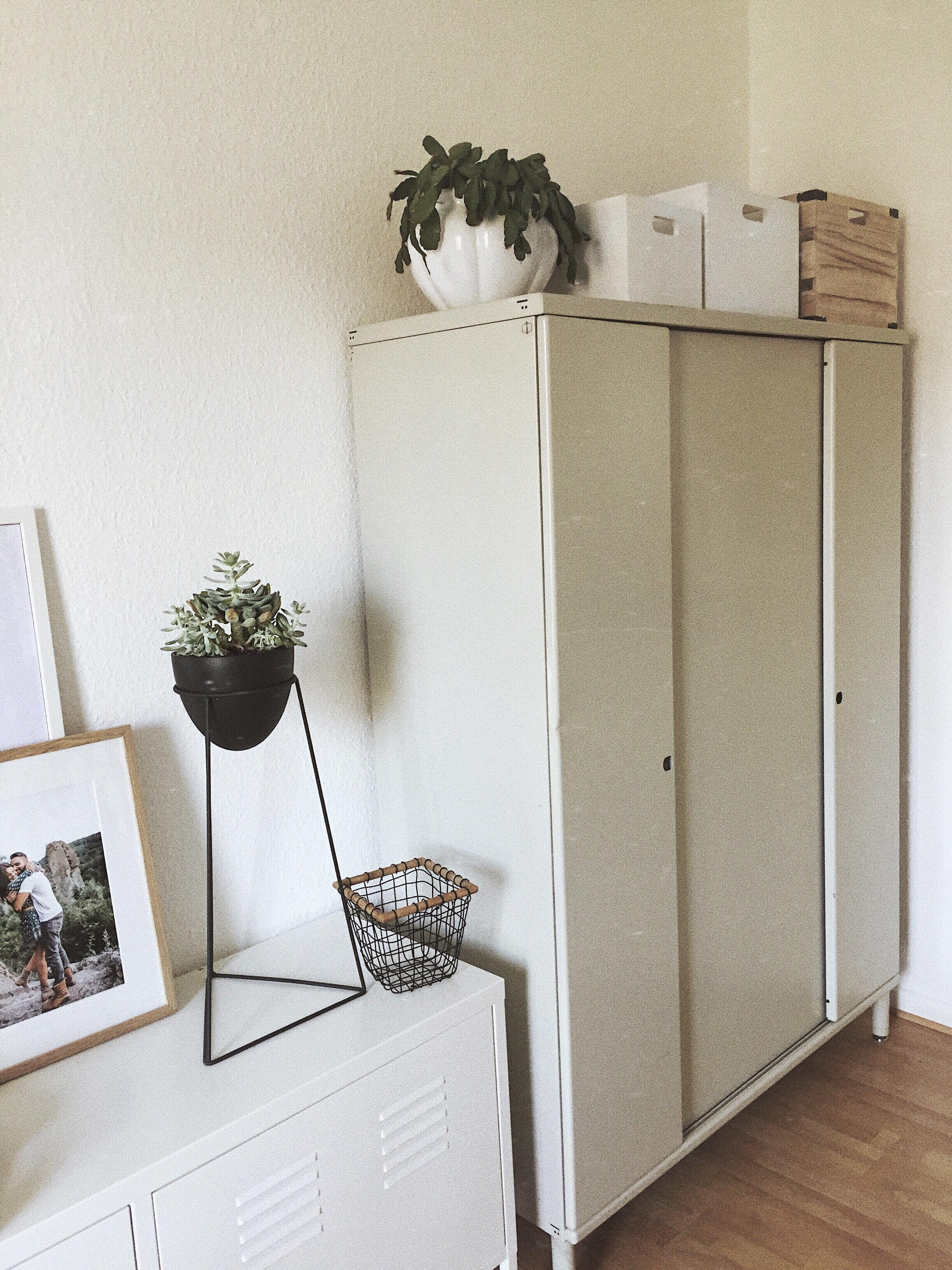 endlich einen tollen aufbewahrungsschrank f r meine. Black Bedroom Furniture Sets. Home Design Ideas