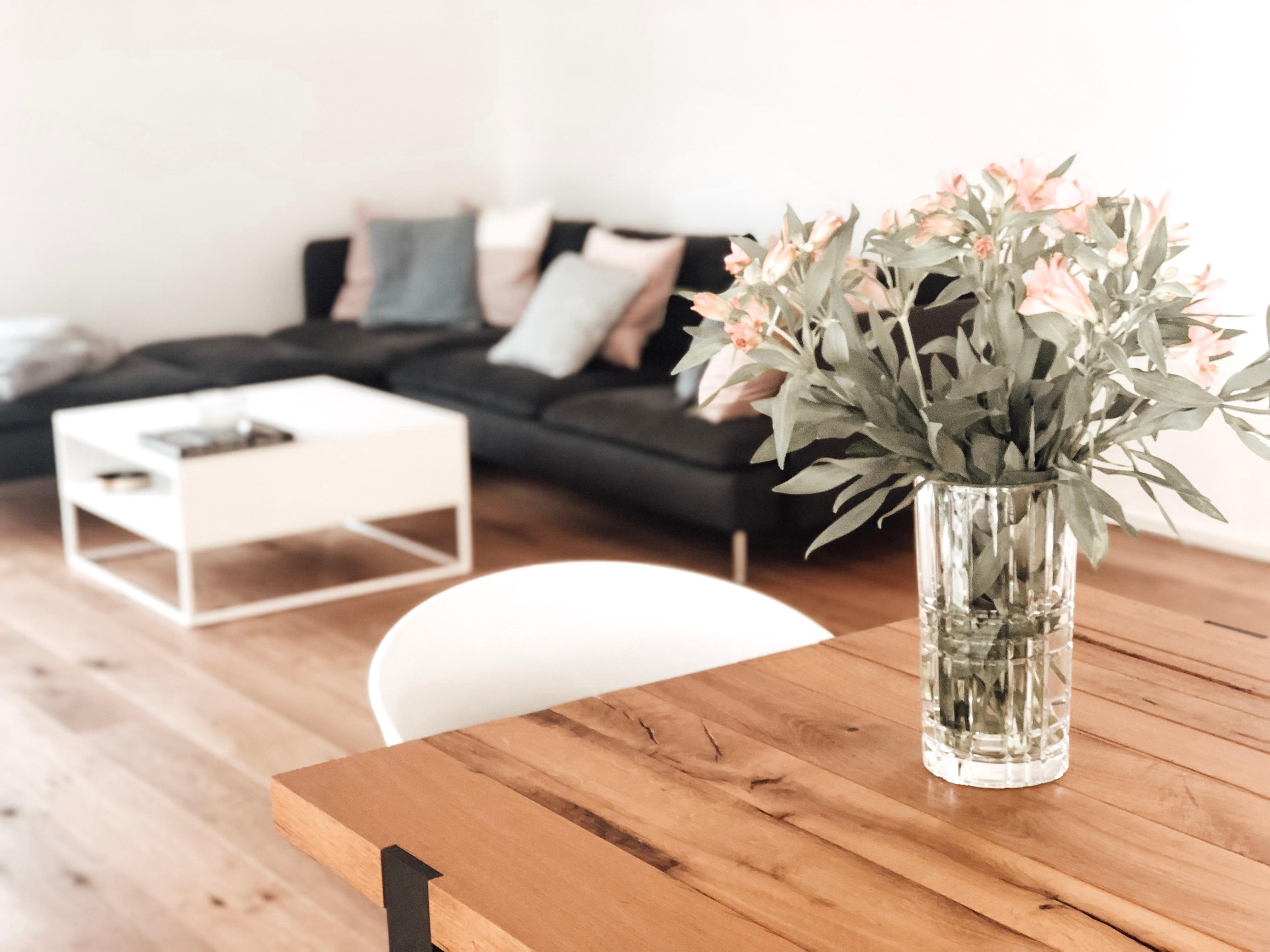 Entspannungsmodus an #flowerlove #chillaxing #livingroom #wohnzimmer #couchstyle #myhappyplace