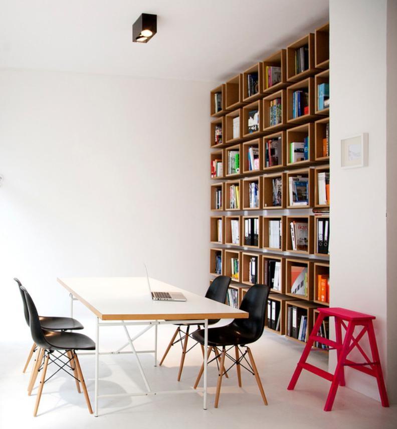 Entwurf Für Eine DIY Bücherwand In Einer Kleinen Agentur. #DIY #Bücherregal  #Raster