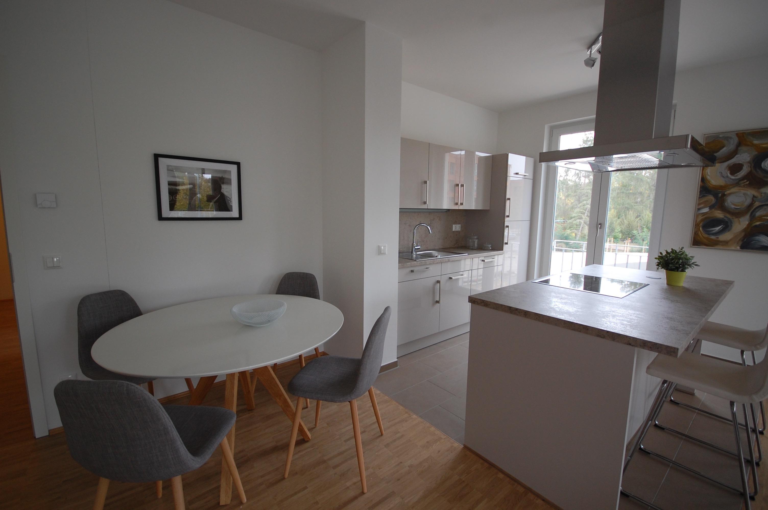 Fußboden Offene Küche ~ Weiße küche mit dunklem fußboden u bilder ideen u