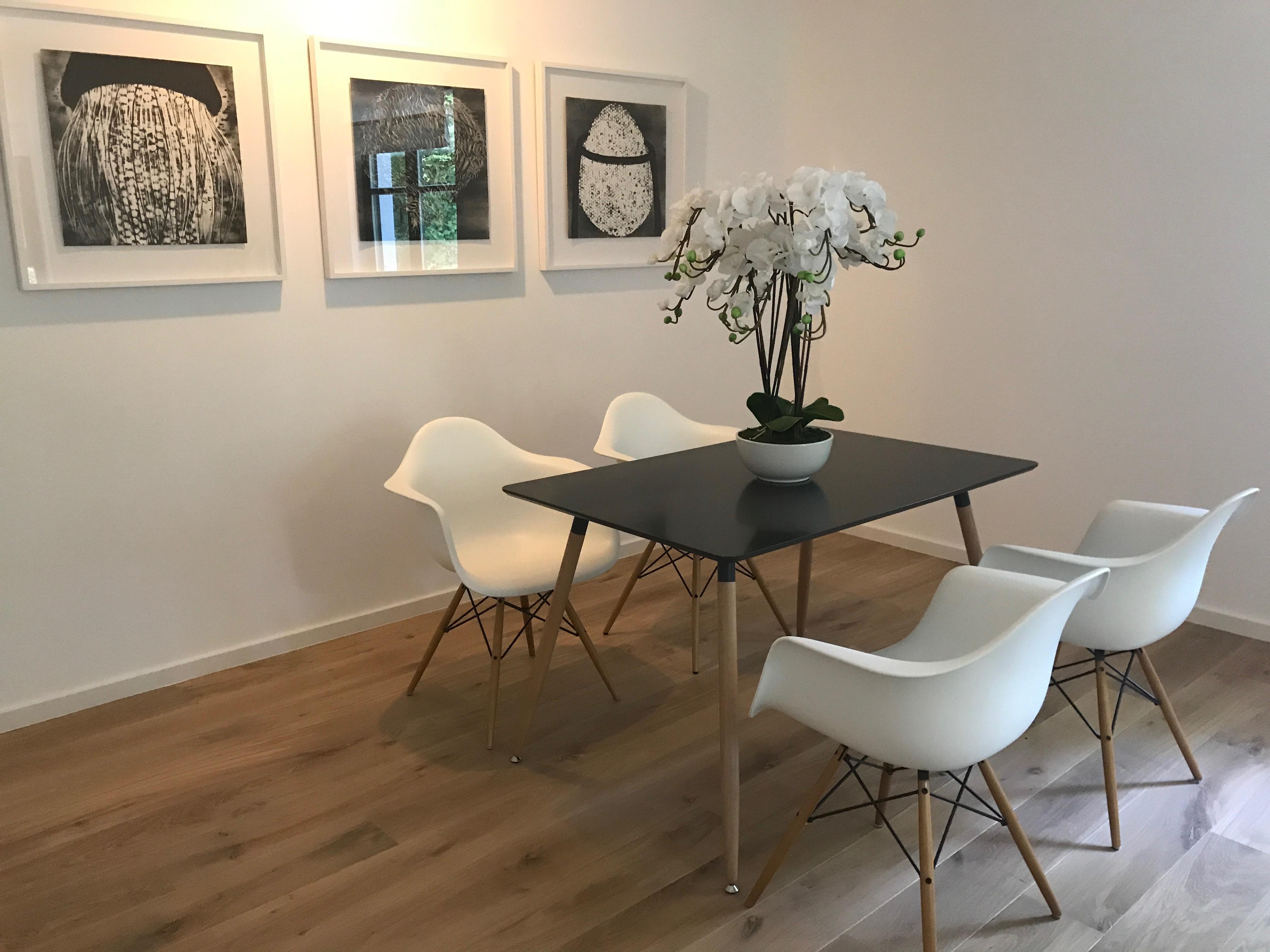 Essecke Im Wohnzimmer #esstisch #wandbild #essecke ©Miracle Room