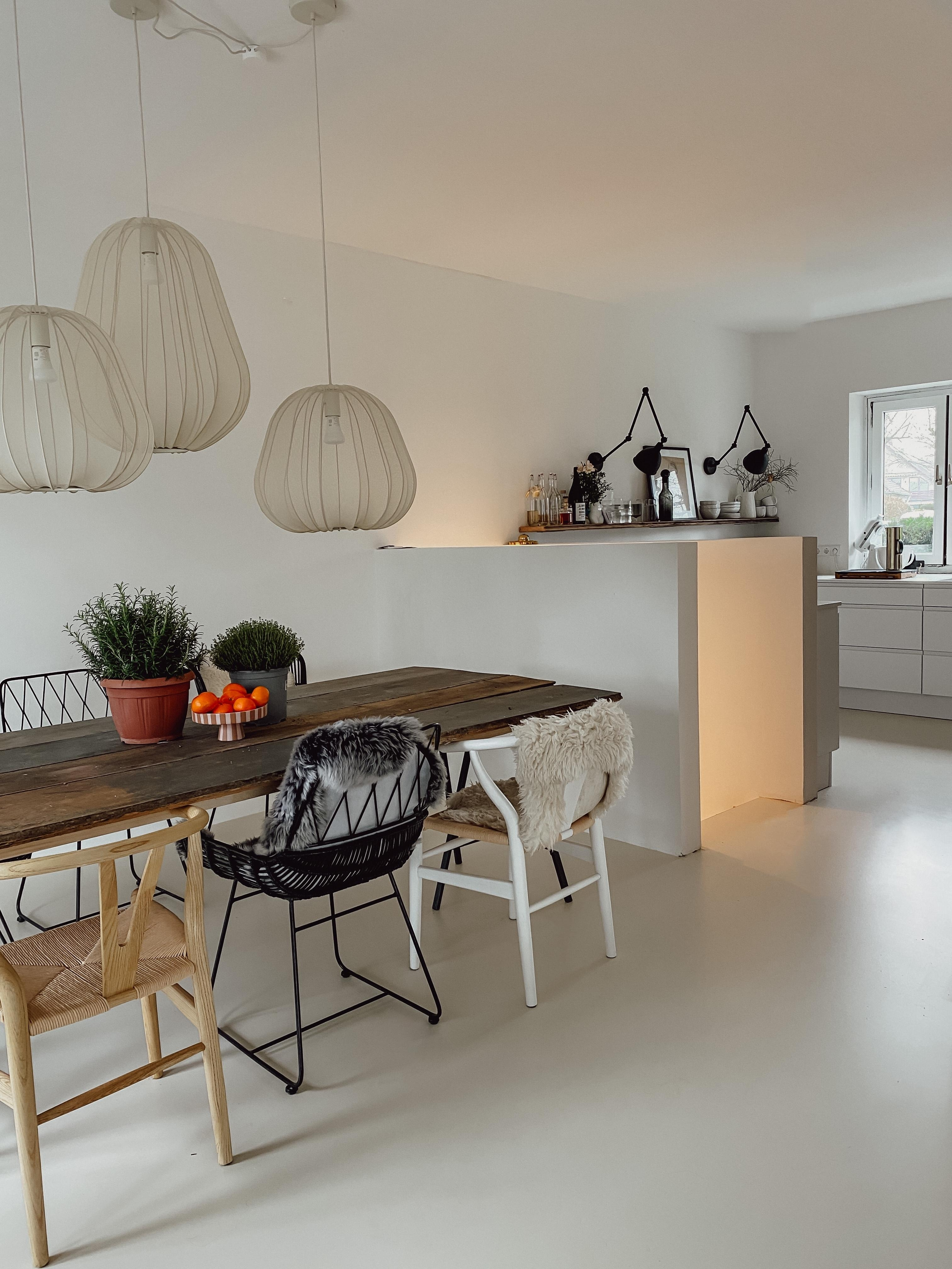 #esszimmer #esstisch #chairs #bolia #openkitchen #woodtable #diy #lightning #diningroom #diningtable #couchliebT