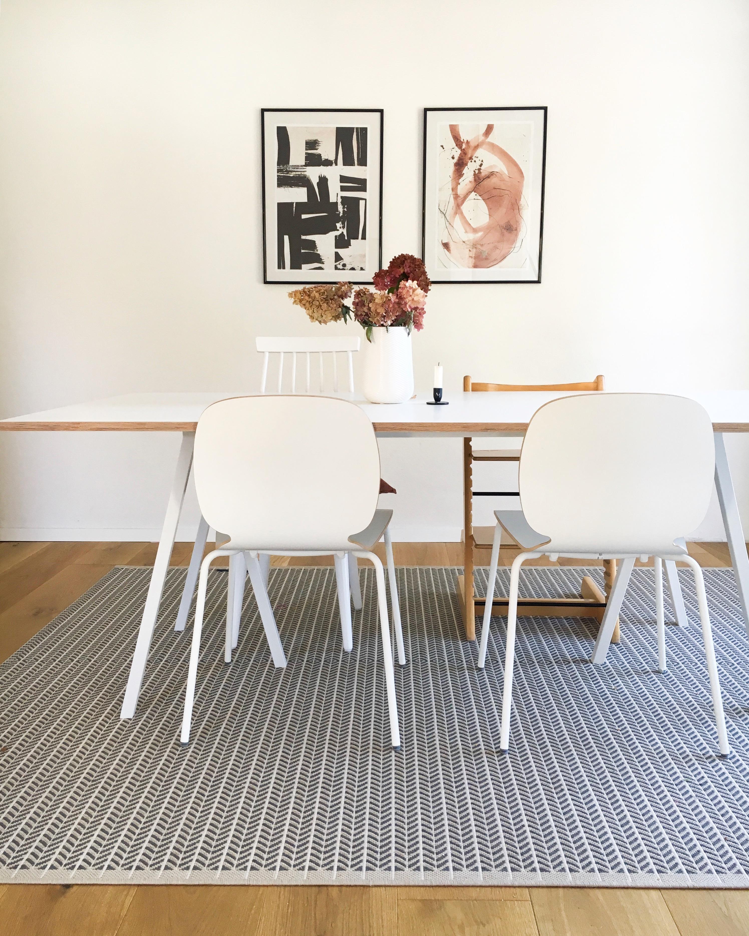 Esszimmer Esstisch Tisch Stuhl Teppich Poster