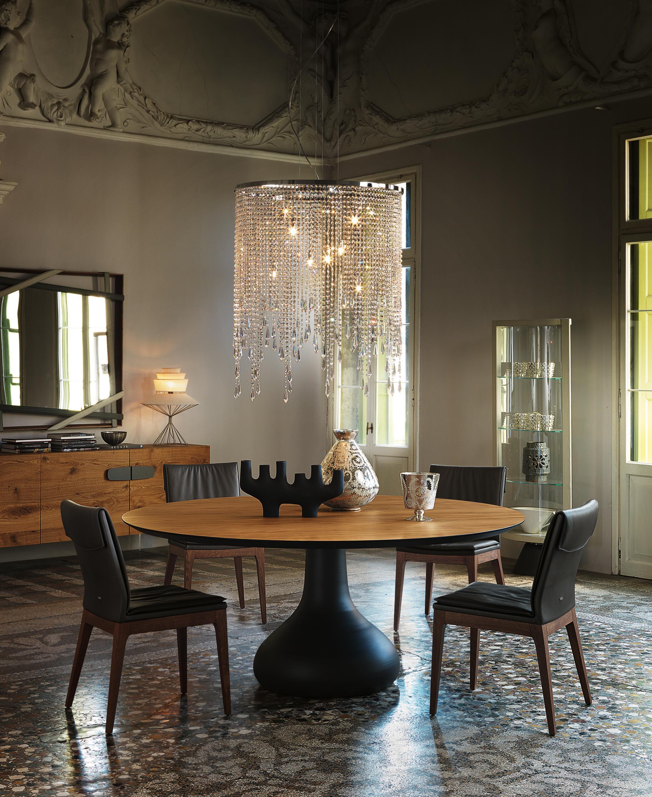 Esszimmer Mit Kronleuchter #spiegel #esstisch #kronleuchter #vitrine  ©Cattelan Italia