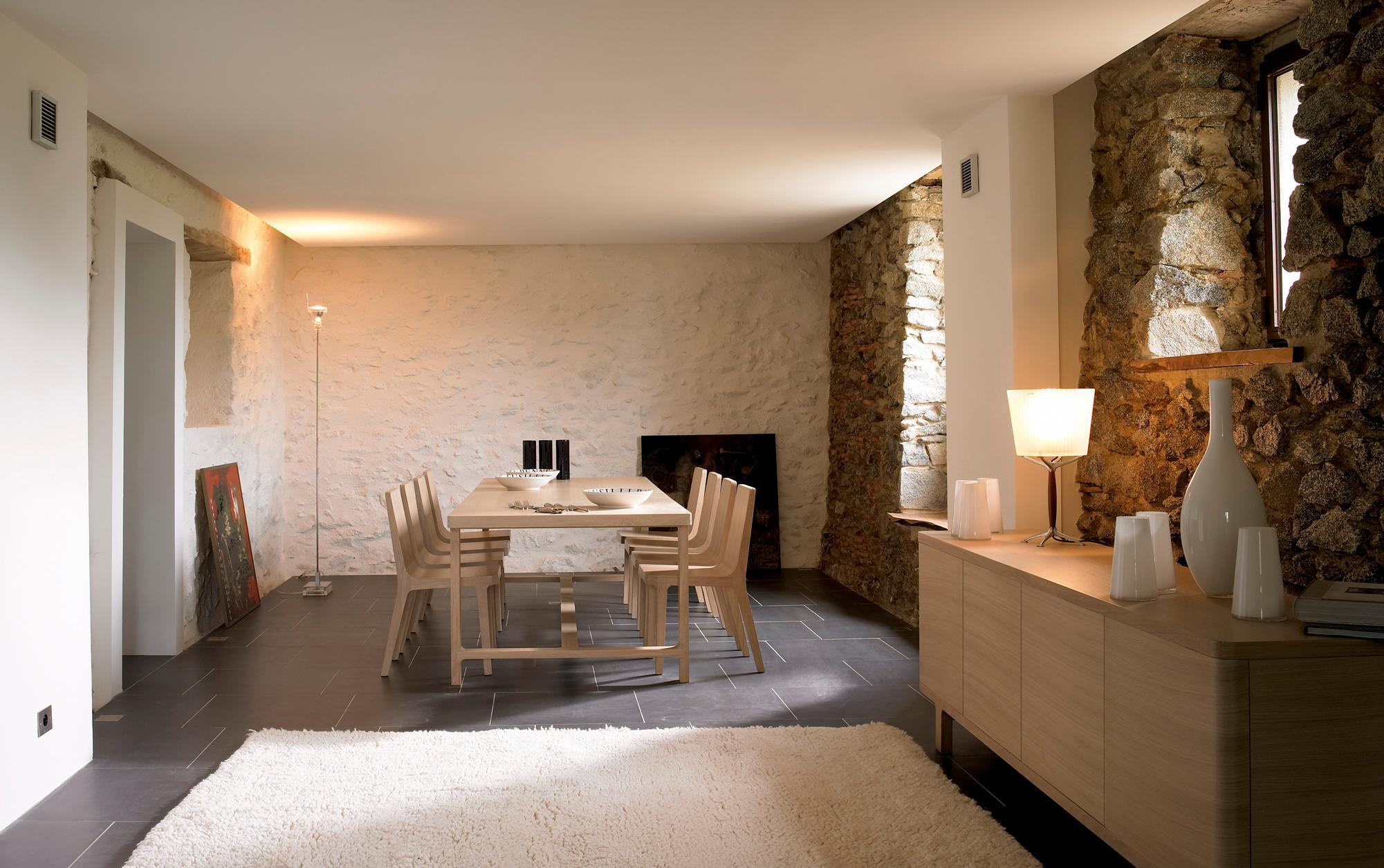 Esszimmer Mit Natursteinwand #natursteinwand #steinmauer ©Alki