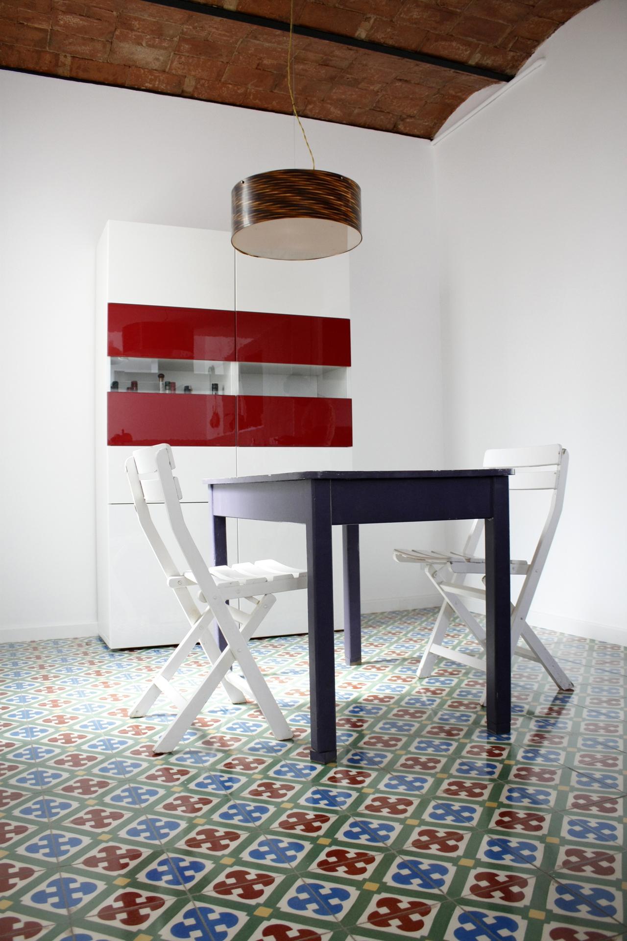 Esszimmer #stuhl #pendelleuchte #klappstuhl #weißerstuhl #tisch ©Victoria  Aragonés / Innenarchitektur