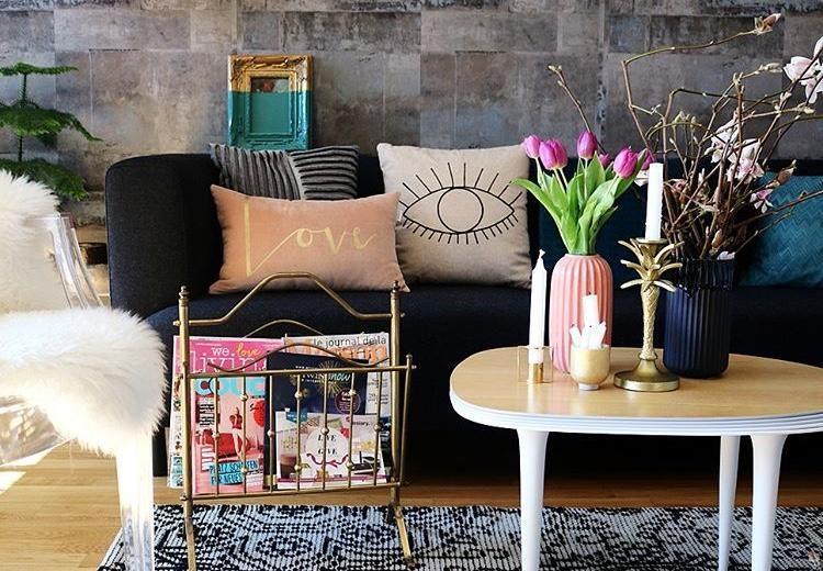 Farbe und gold! #interior #wohnzimmer #deko #sofa #v...