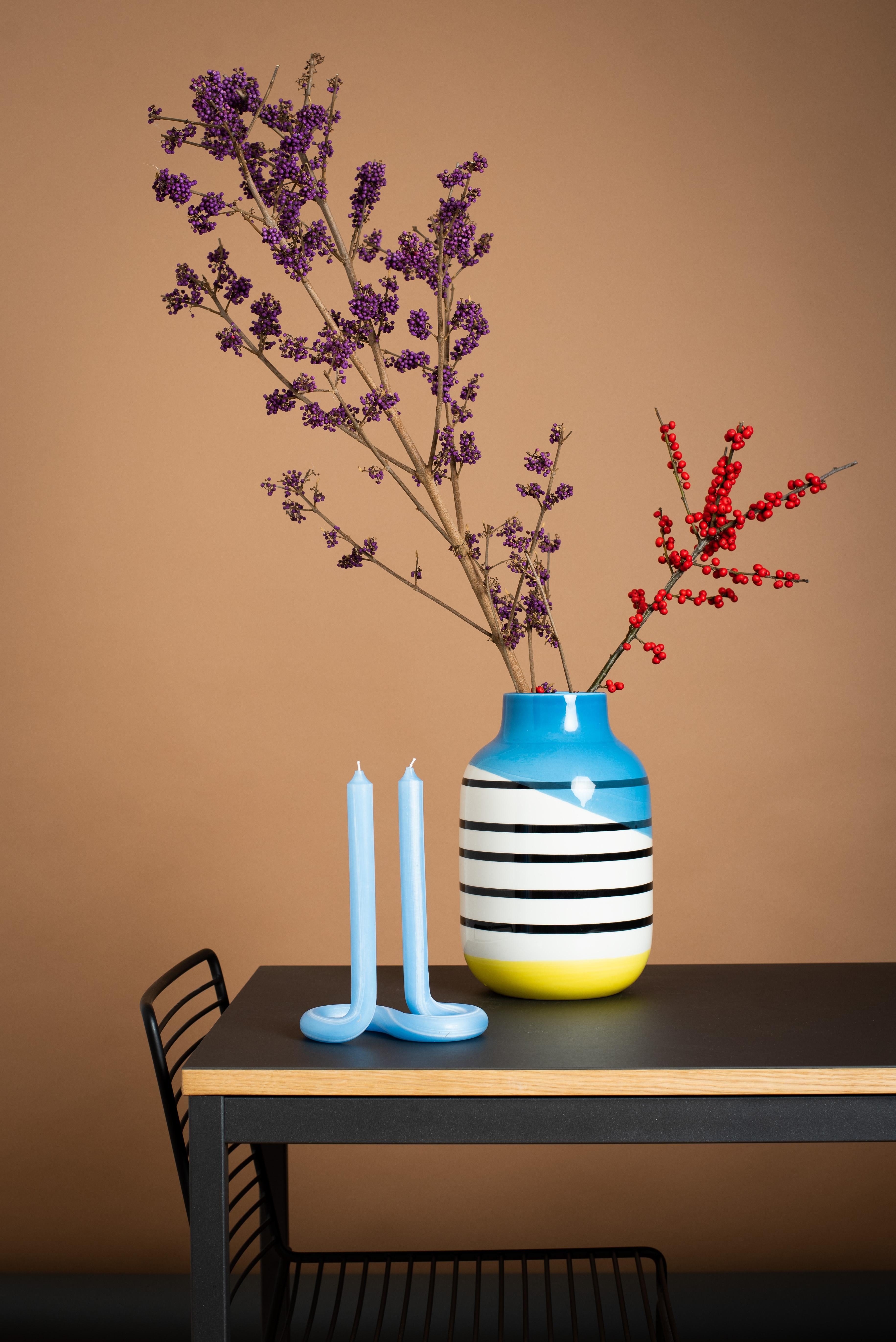 Farbenfrohen Mittwoch! #vase #deko #winterdeko #stillleben #stilllife #decoration #kerze #mystyle #colourfulstyle