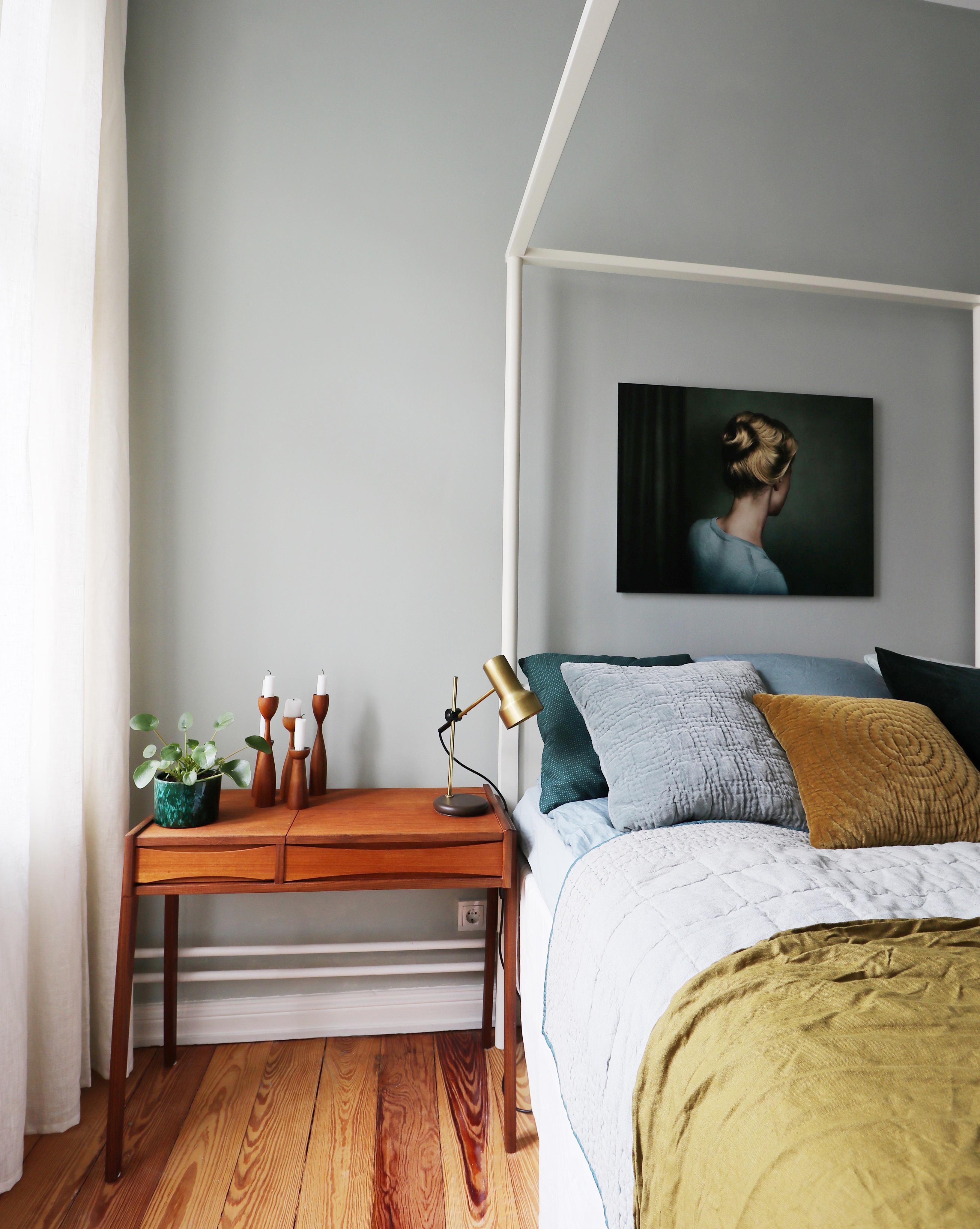 Farbenliebe Im #schlafzimmer #himmelbett #frisiertisch #vintage  #billyundhells #kissen #altbauliebe