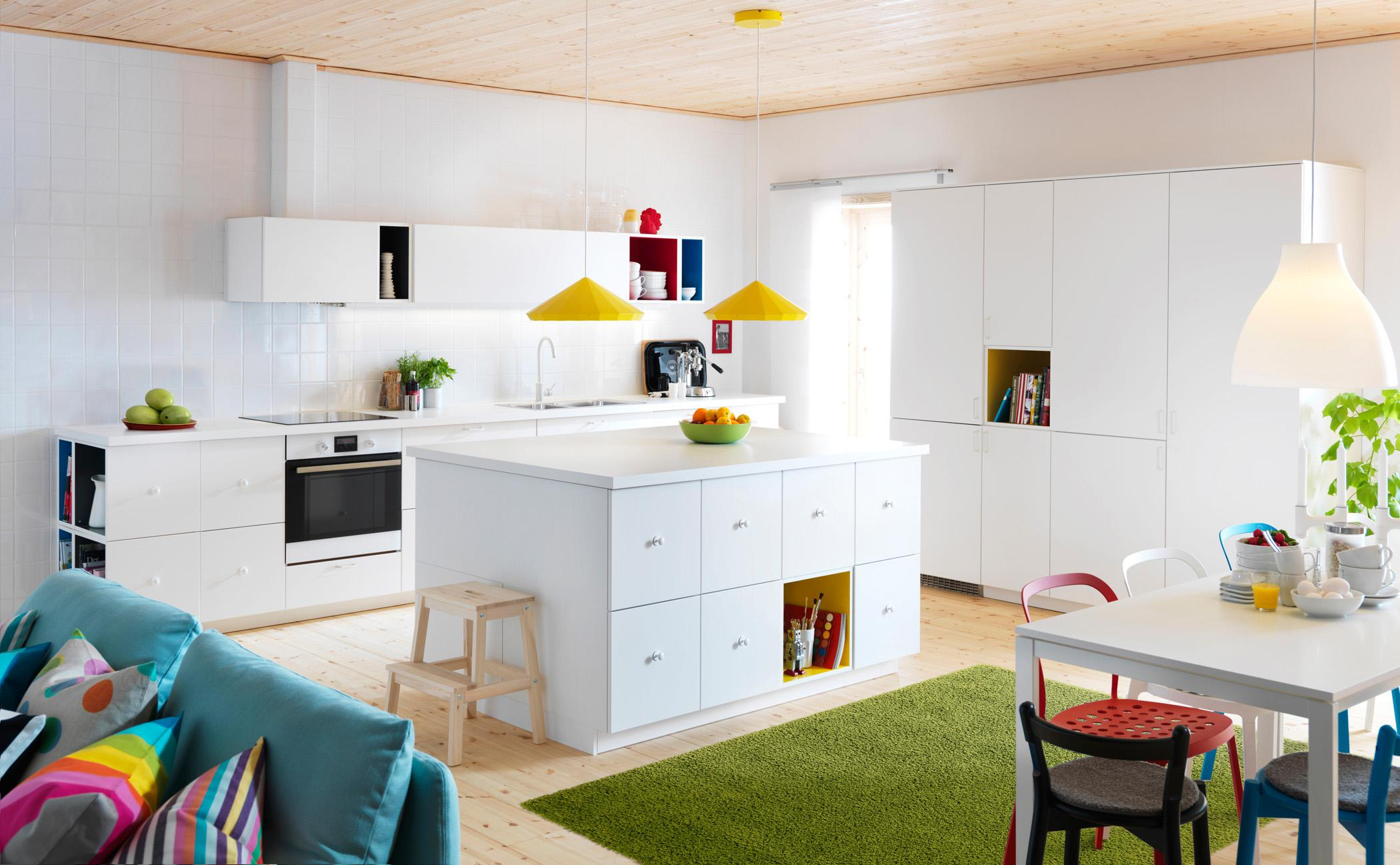 Farbenvielfalt In Der Kche Teppich Esstisch Hngeschrank Schrank Ikea Pendelleuchte
