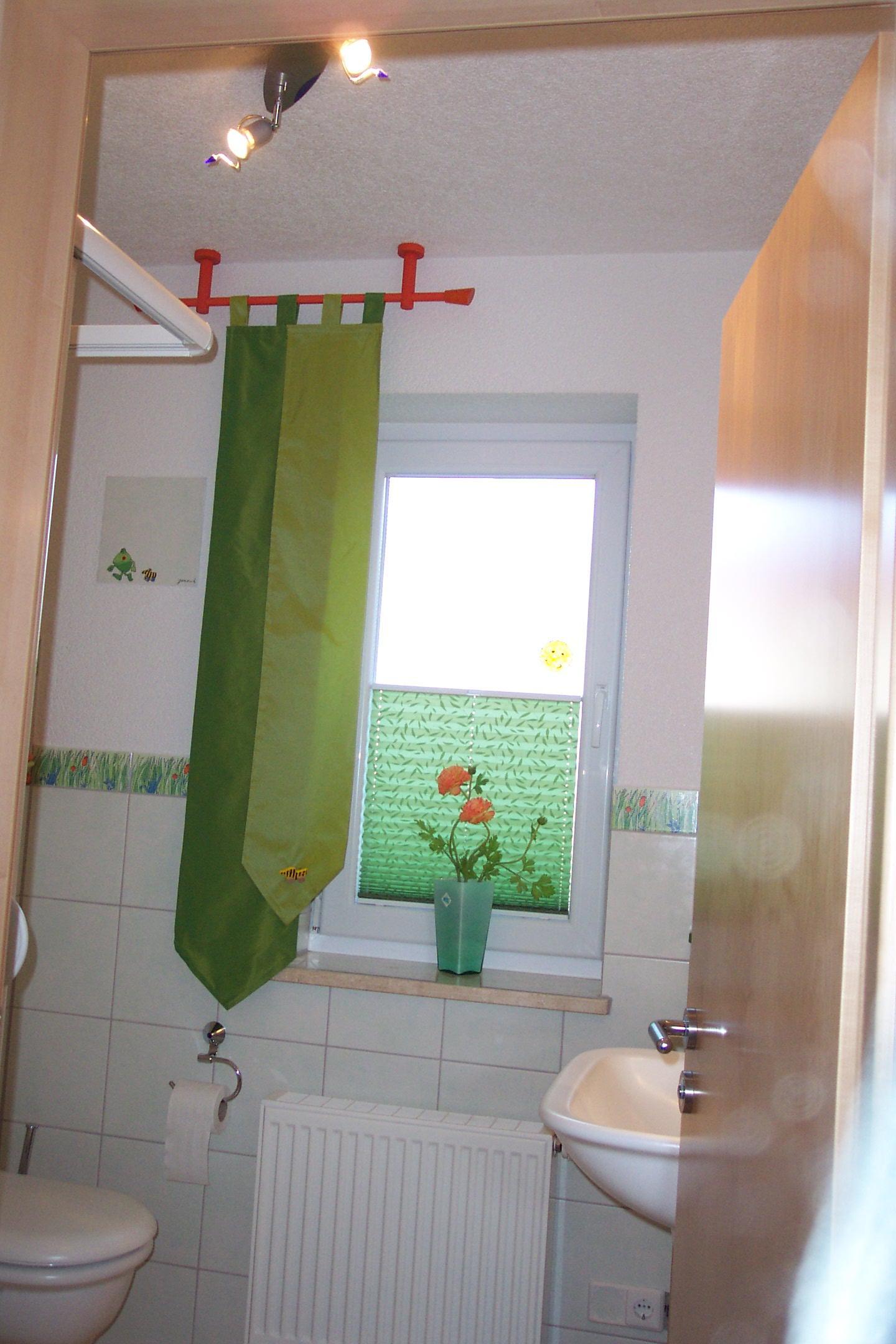 Fensterdekoration Fürs WC #badezimmer #plissee ©Kaufmann Wohnen U0026amp;  Schlafen In Oberkochen