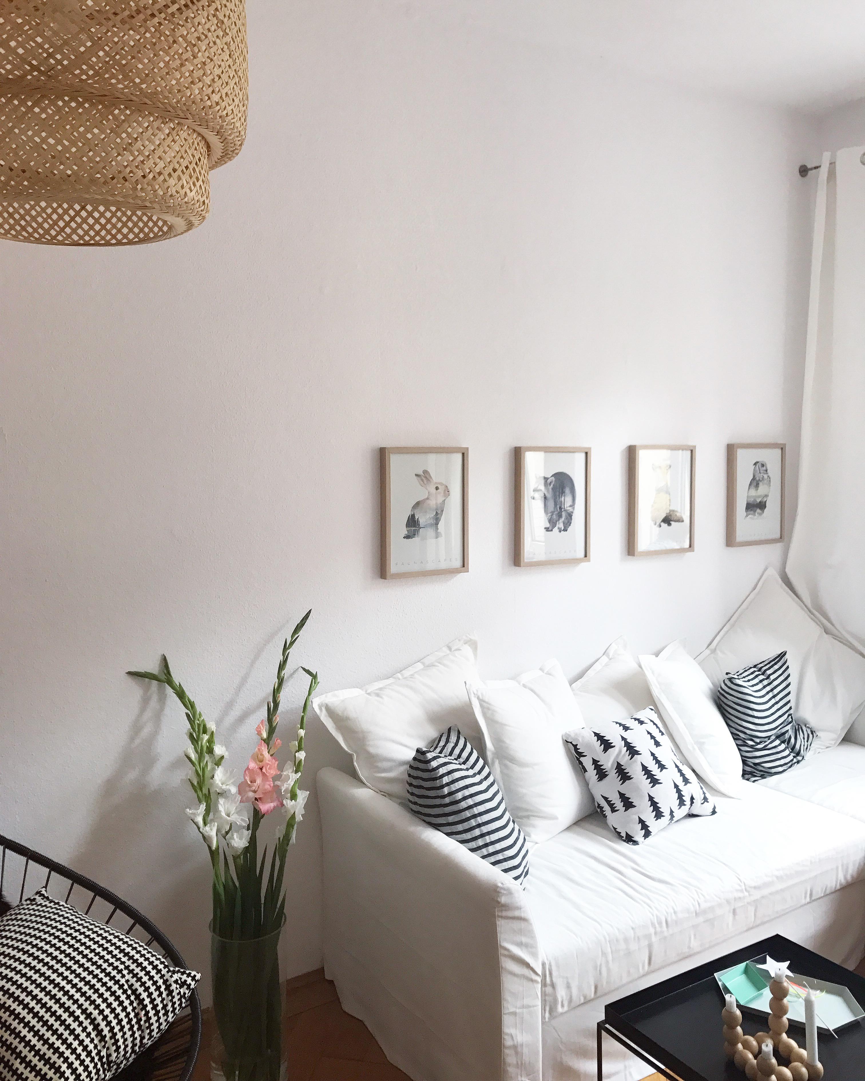 FlowerPower Wohnzimmer Livingroom Blumen Blumendeko Wanddeko Bilder Sofa