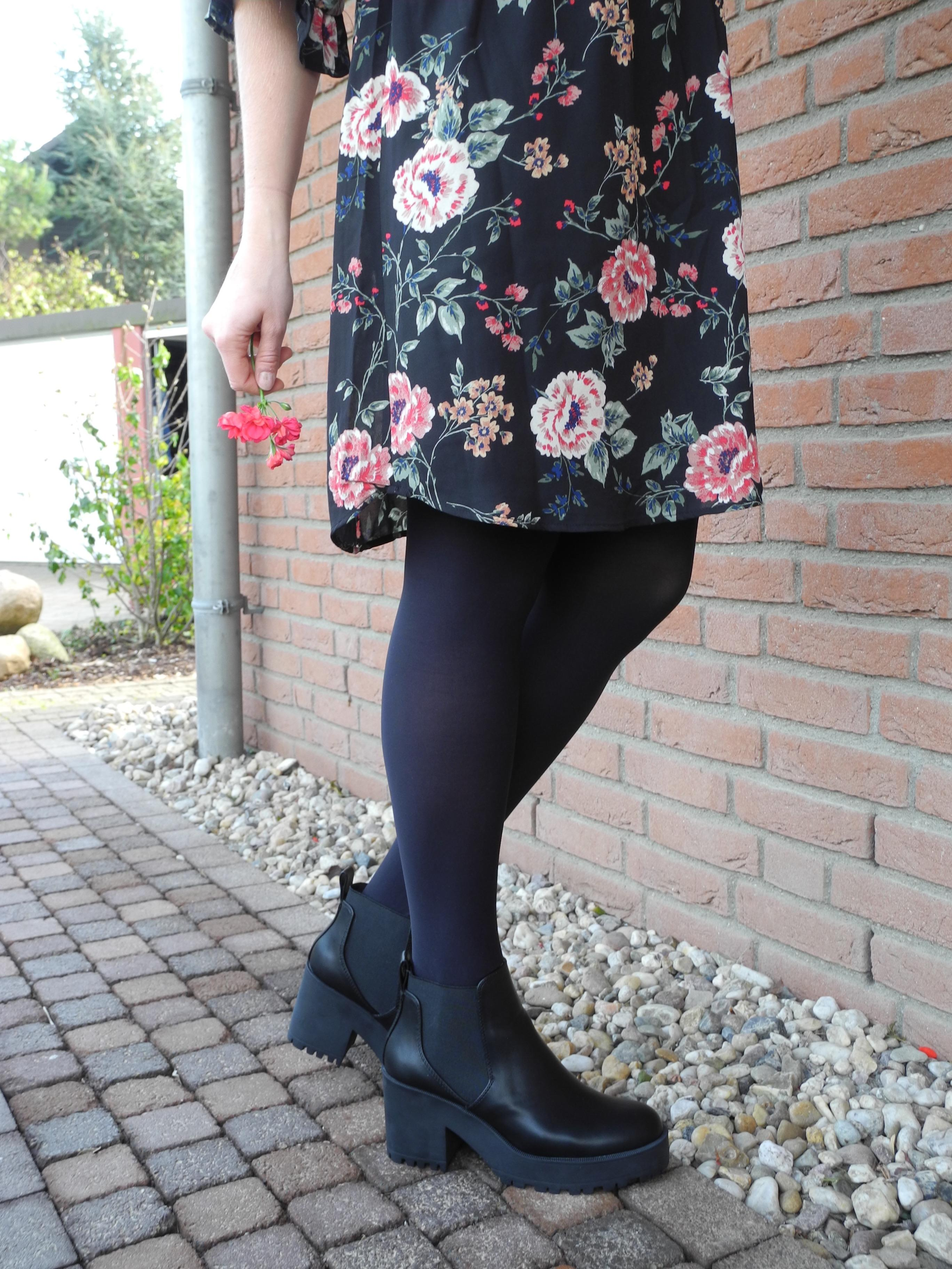Flowers & Trackboots? Oh yes. #boots #ootd #outfit #style #fashion