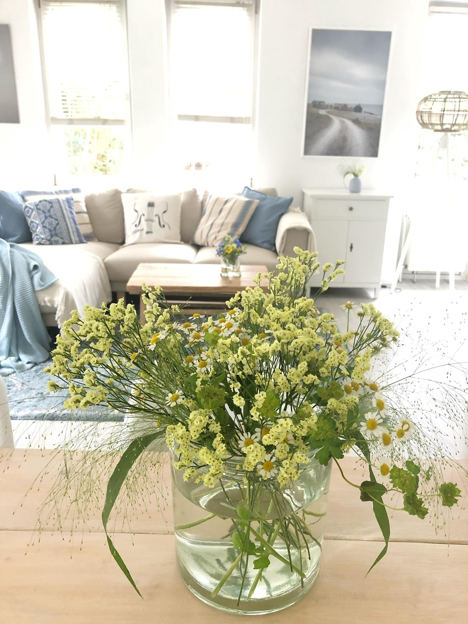 #freshflowerfriday#couchstyle#myhome#interior#livingroom#flower#scandihome