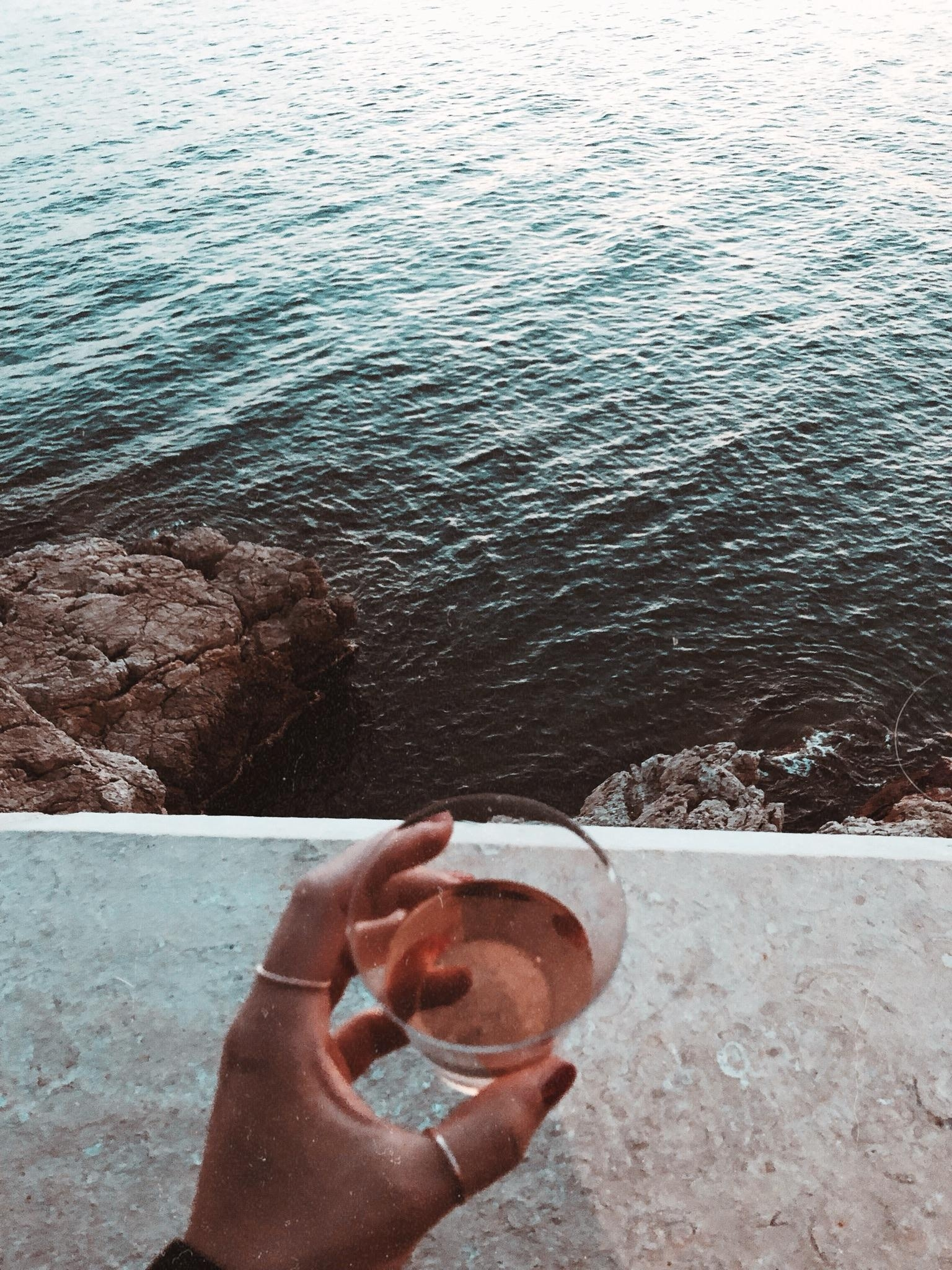 FRIYAY #cheers #weekend #frenchriviera #vino