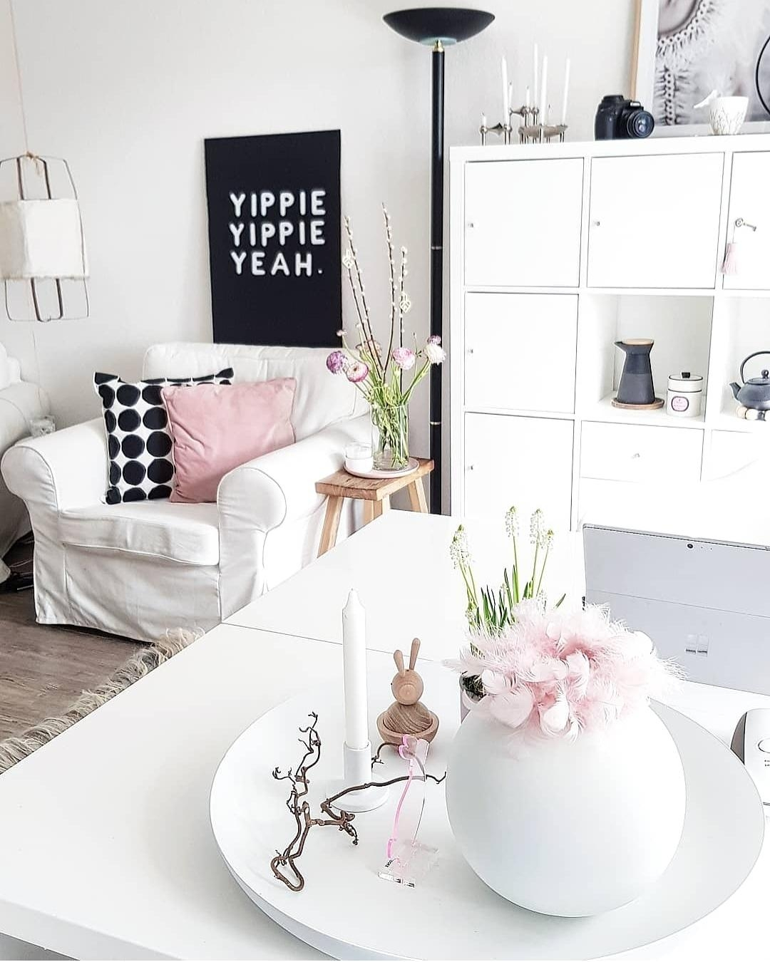 FRIYEAH 🥰 #freshflowerfriday #weekend #whiteliving #interior #white #rosa#pastel #spring