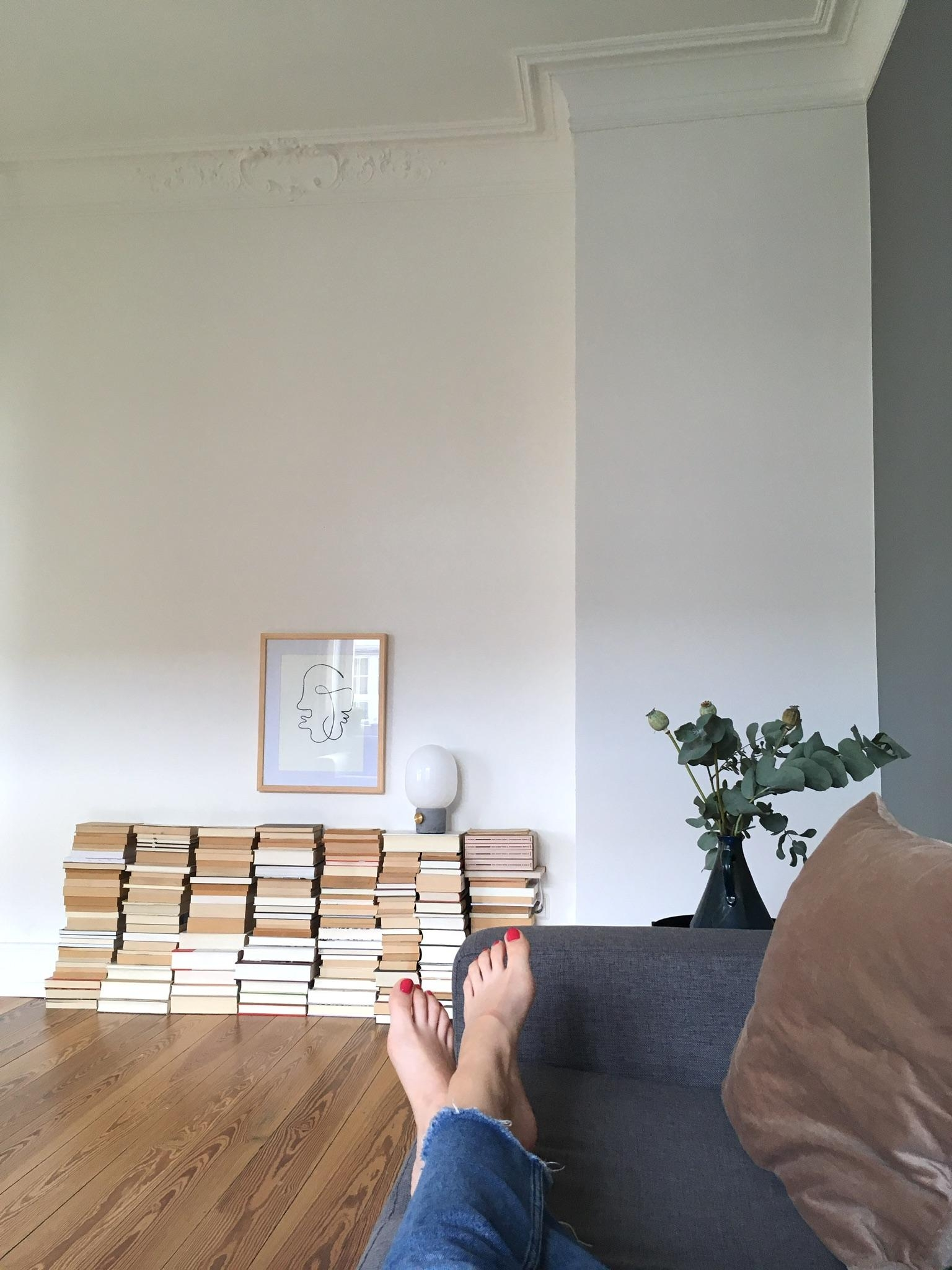 from where i chill. #vacay #altbau #altbauwohnung #bücherwand #bücherregal #living #sofa #couch
