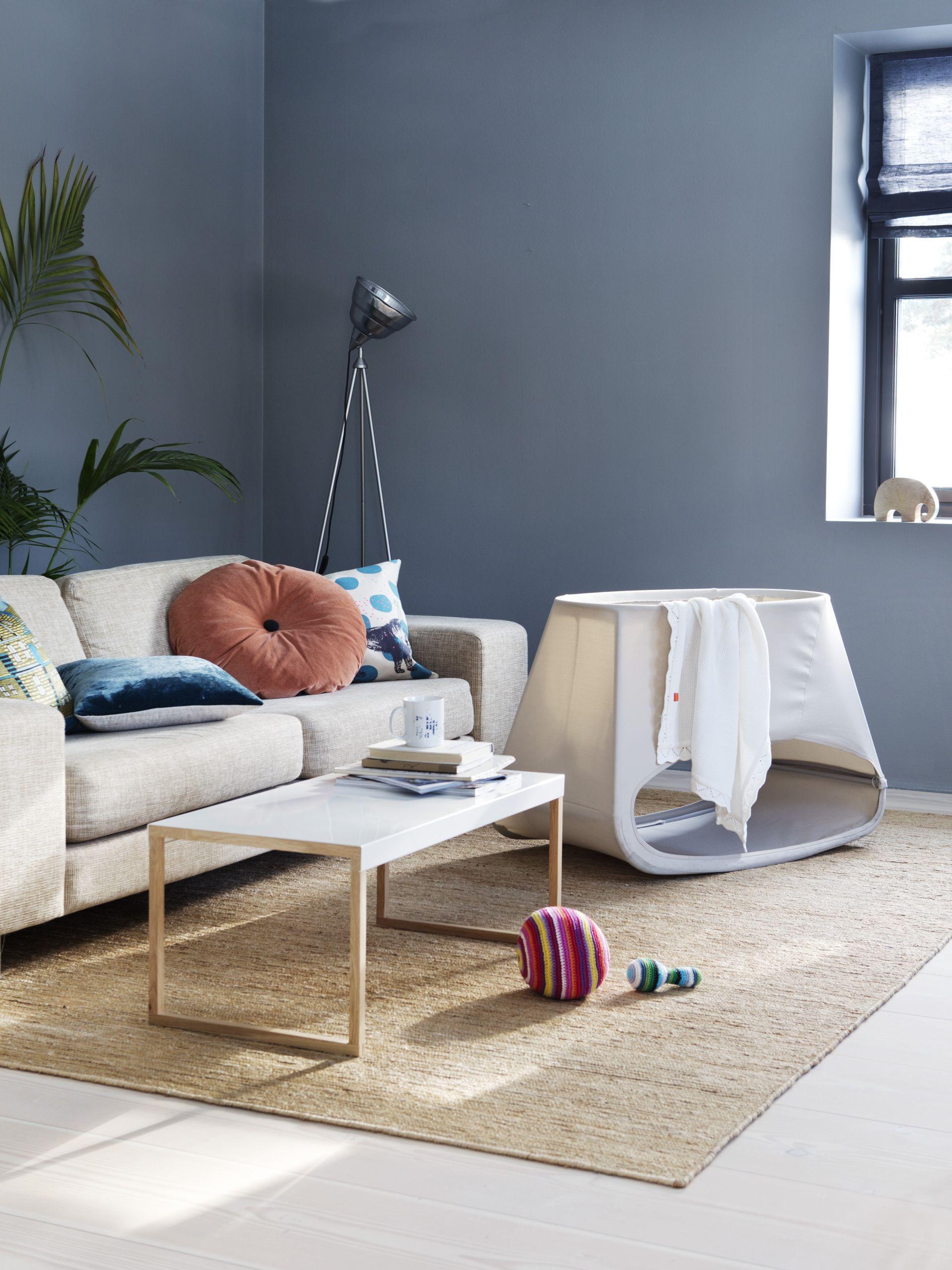 Futuristisches daybed couchtisch bett holztisch for Holztisch couch
