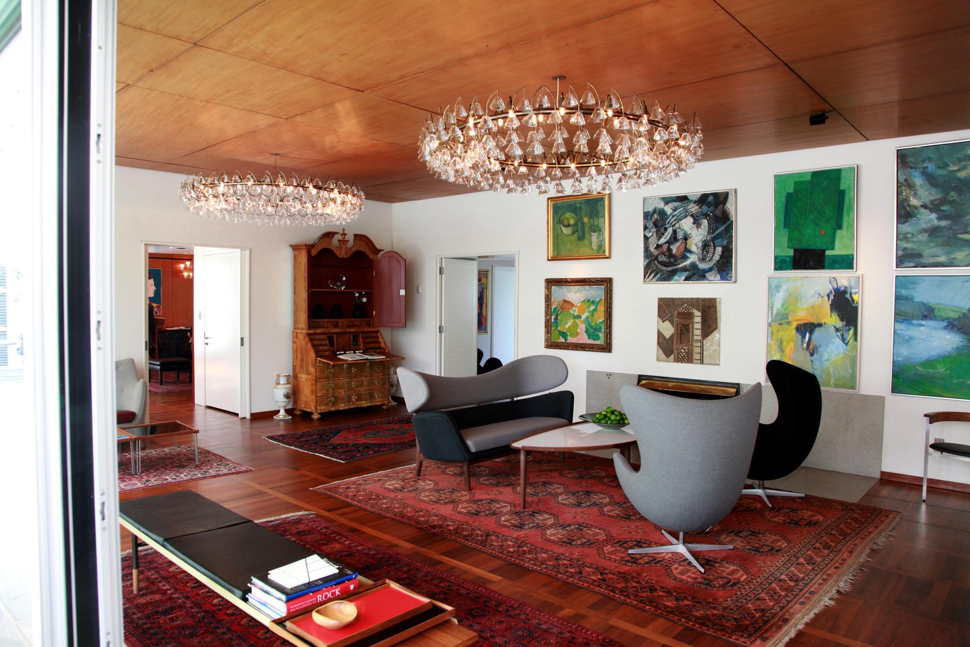 Kronleuchter Für Galerie ~ Galerie im wohzimmer gestalten #teppich #kronleuchte