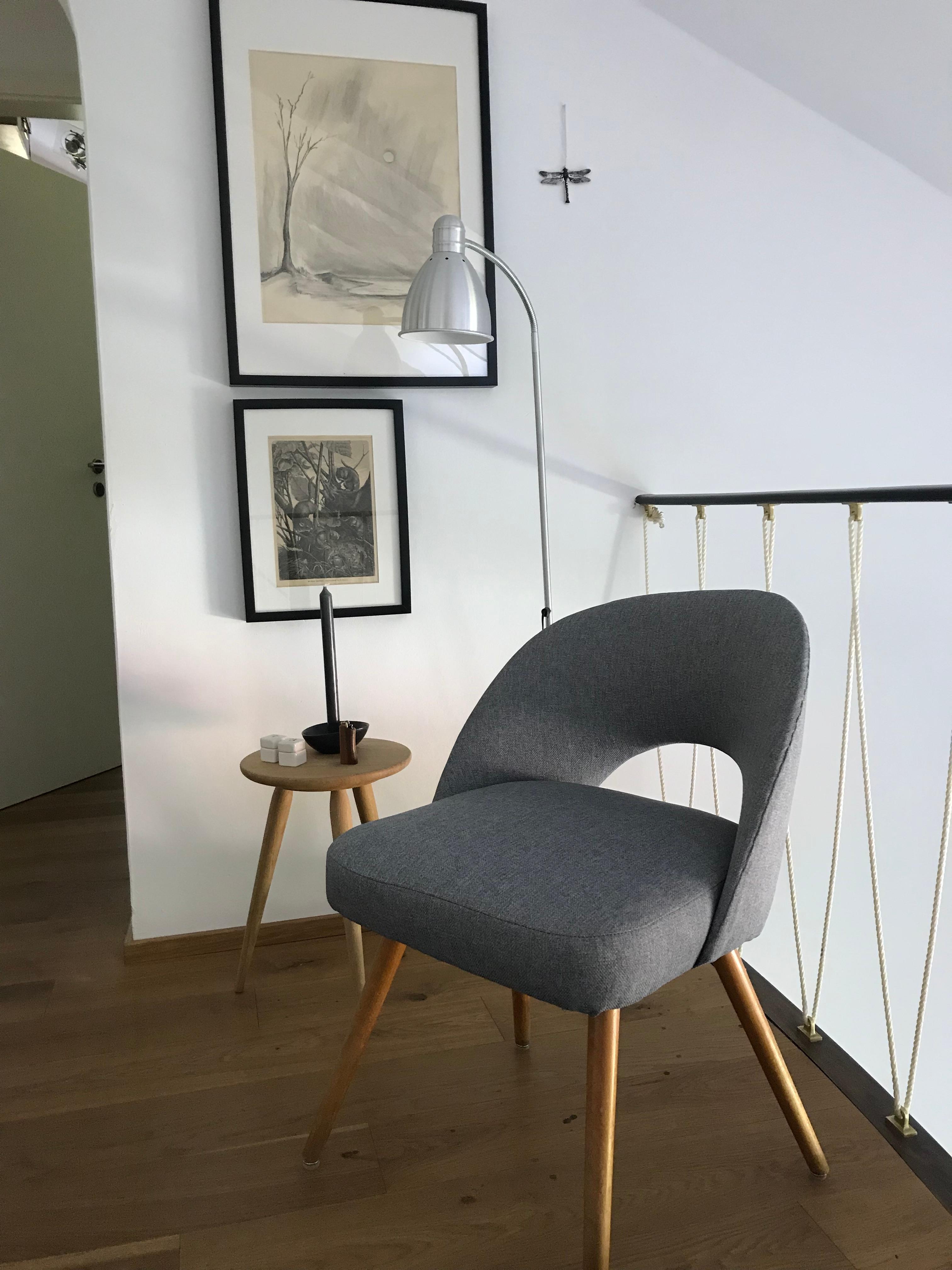 Galerie In Unserem 60er Jahre Haus. Der Stuhl War Ein Flohmarktfund, Jetzt  Mit Neuem
