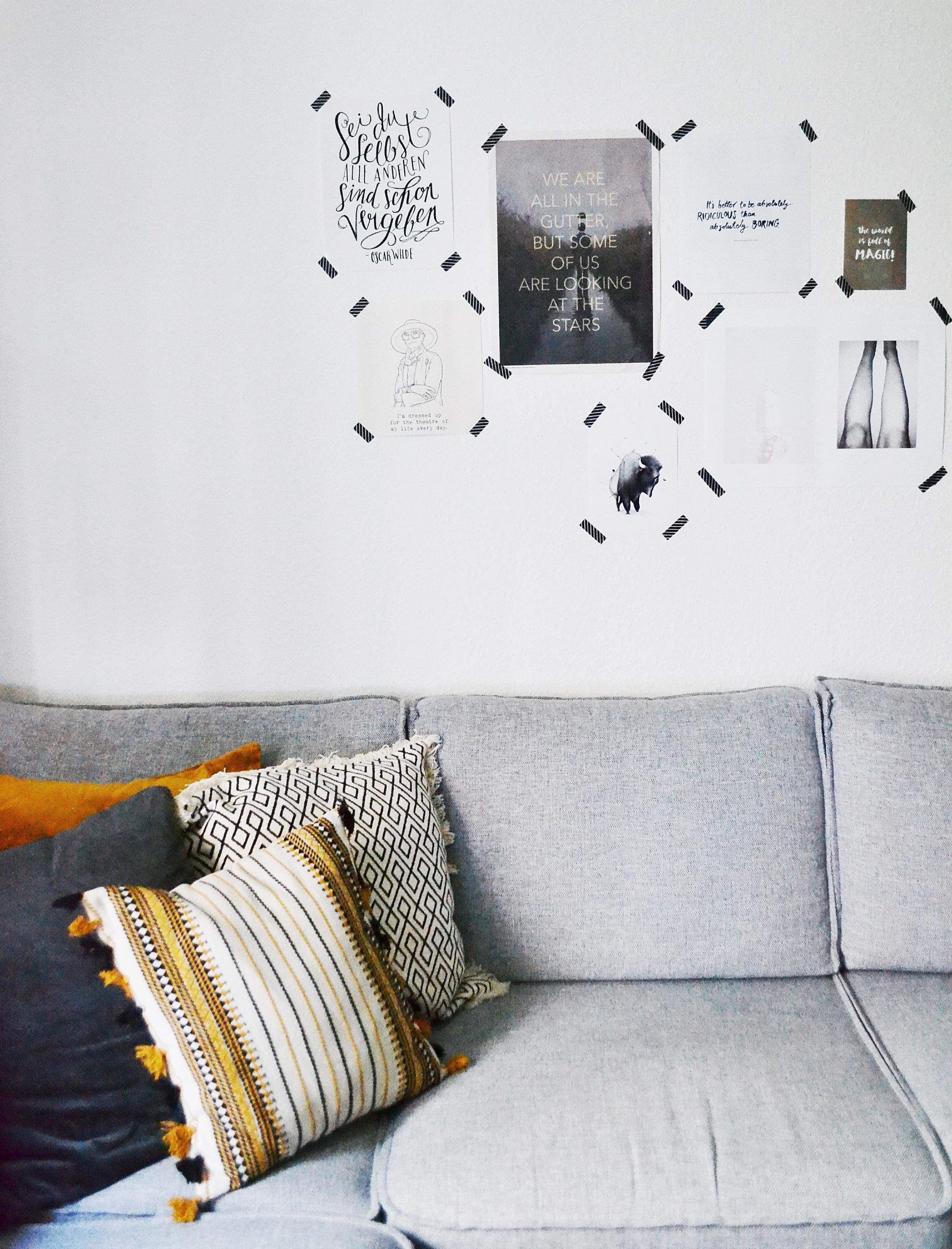 Gallerywall Im Wohnzimmer Gemtlicheswohnzimmer Bilderwand Maskingtape Wandgestaltung Sofa