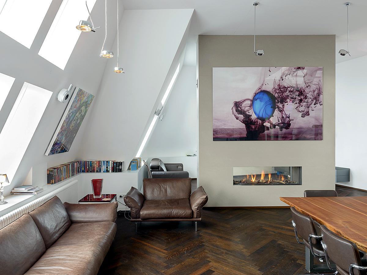 Ganz Viel Platz Zum Relaxen #dachgeschoss #wohnzimmer #esstisch #ledersofa  #penthouse #