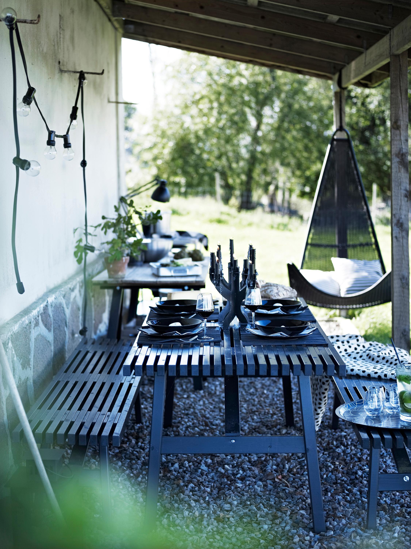 Garten Mit Gemtlicher Sitzecke In Schwarz Terrasse Anbau Ikea Gartenmbel Sitzbank