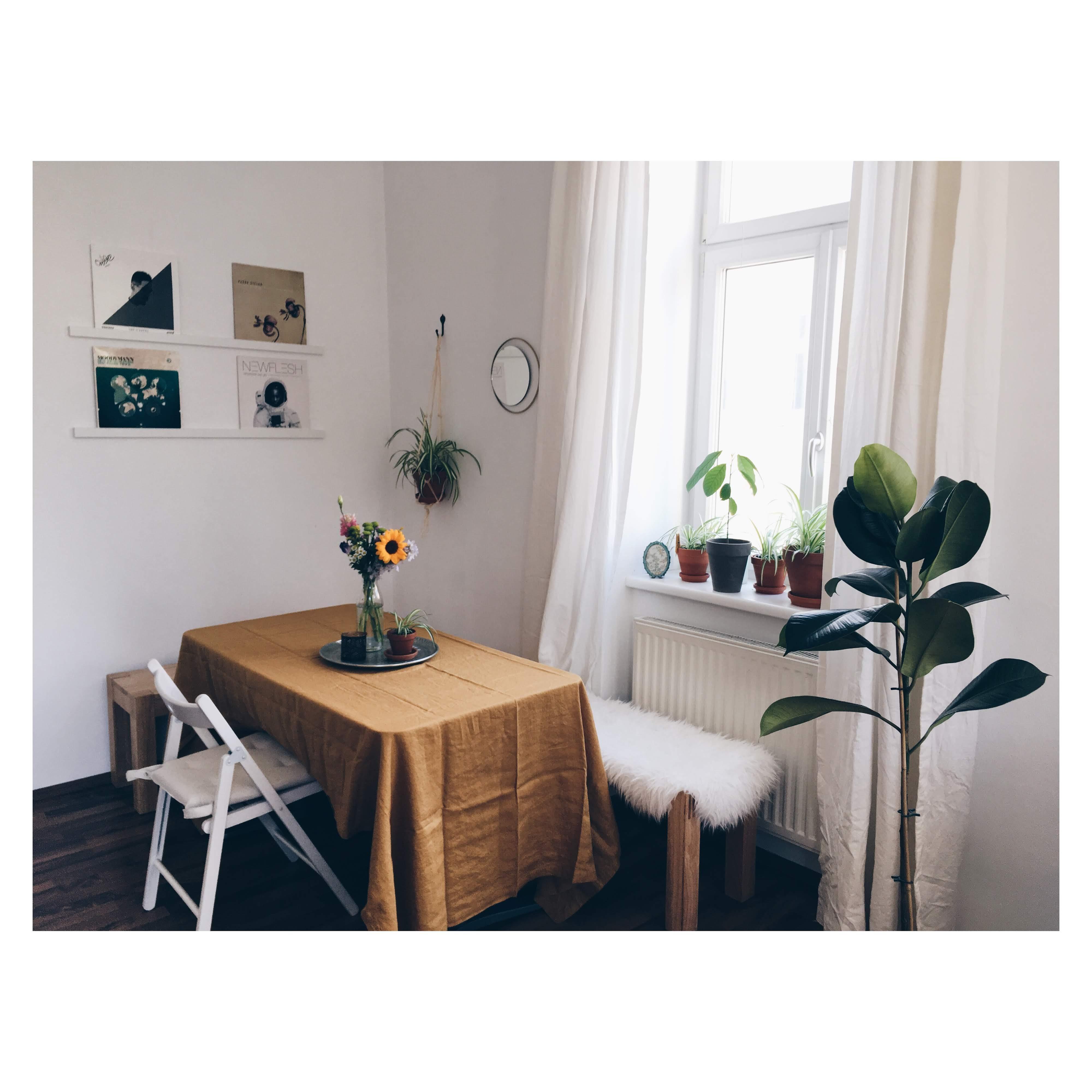gelbe wand bilder ideen couch. Black Bedroom Furniture Sets. Home Design Ideas