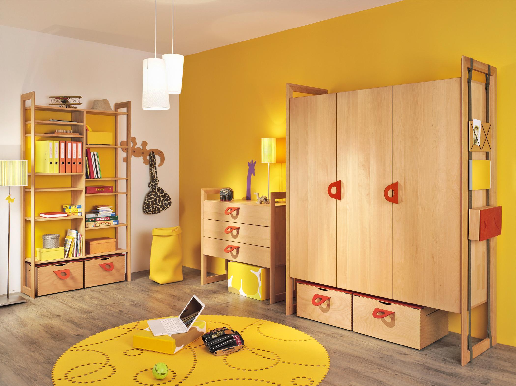 Gelbe Farbgestaltung Im Kinderzimmer #Kommode #Garde