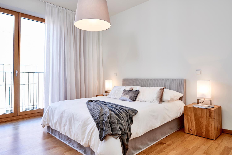 gem tliches schlafzimmer bett michael pfeiffer fot. Black Bedroom Furniture Sets. Home Design Ideas