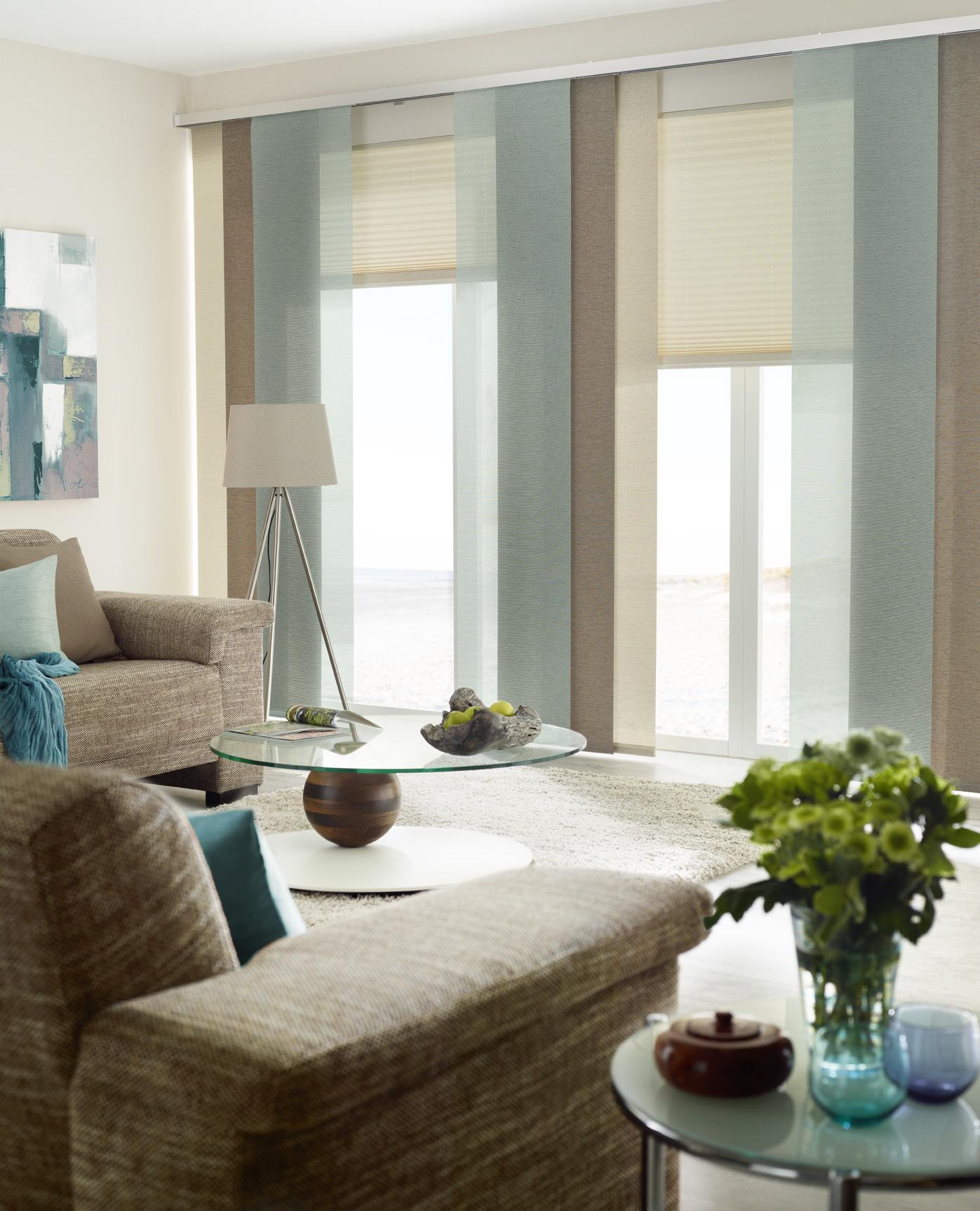 Gemütliches Wohnzimmer In Erdtönen Kombiniert Mit Eisblau #wohnzimmer  #gardine #dekostoff ©UNLAND International