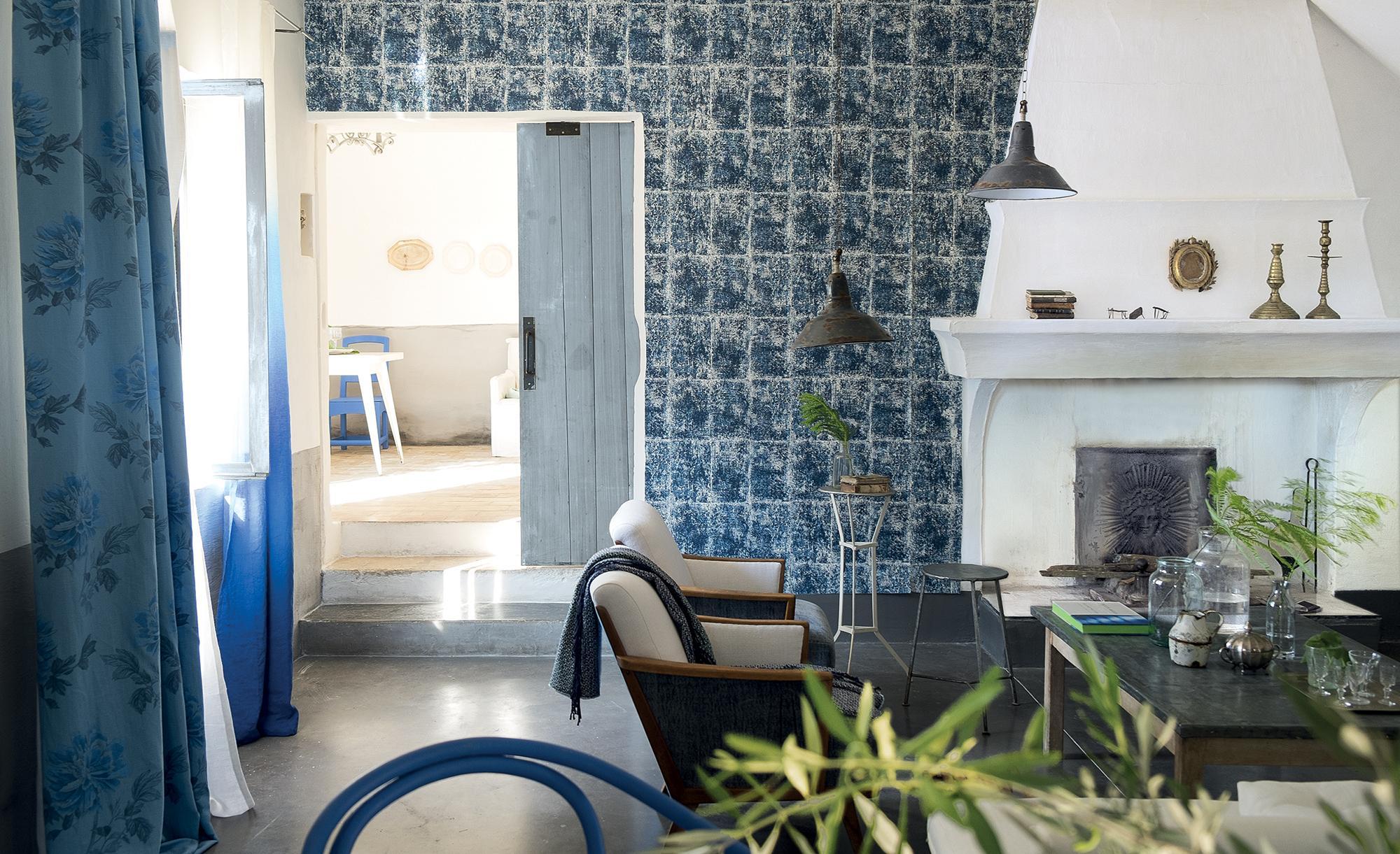 gemusterte fliesen im wohnzimmer #kamin #sessel #fli • couchstyle, Wohnzimmer