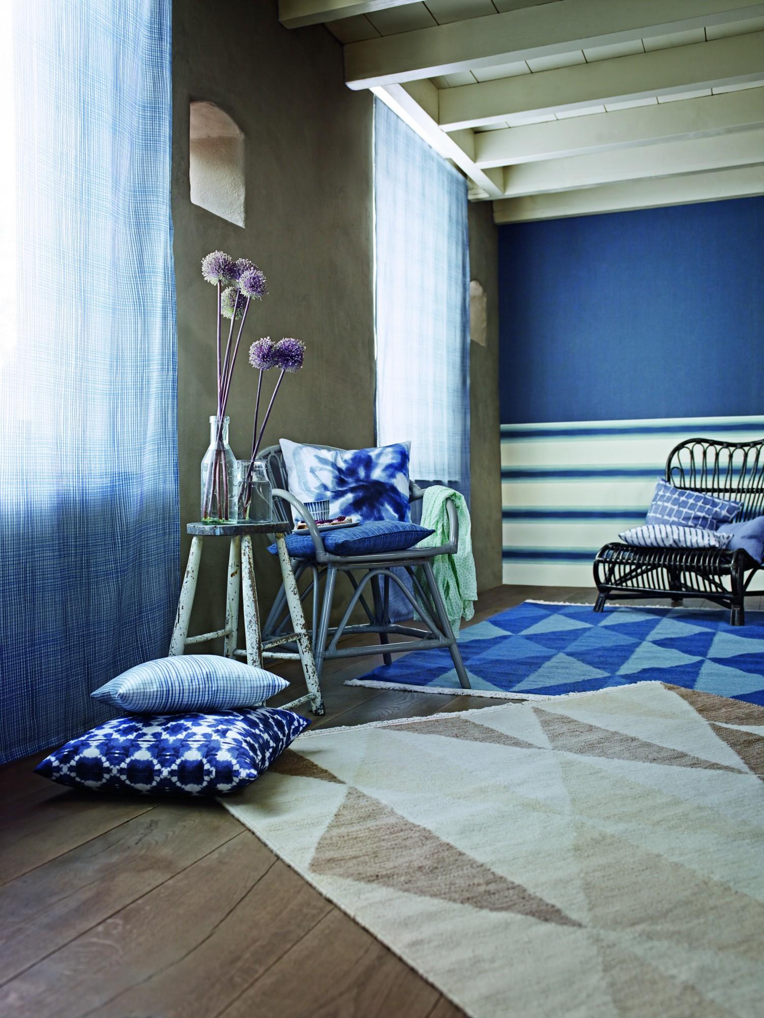 Geometrische Muster Auf Teppichen #beistelltisch #teppich #sessel #kissen  #dachbalken #gardine