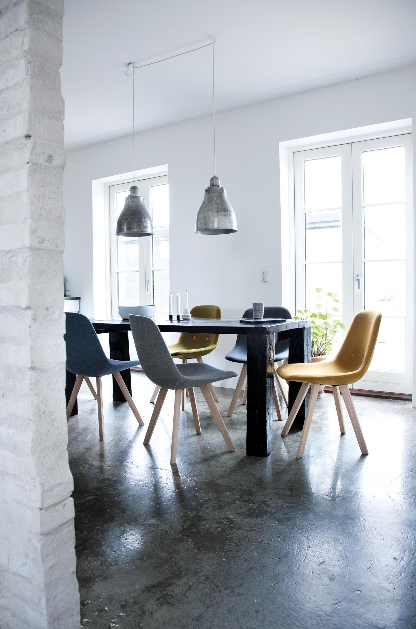 Gepolsterte Stühle Für Das Esszimmer #esstisch ©Erik Joergensen