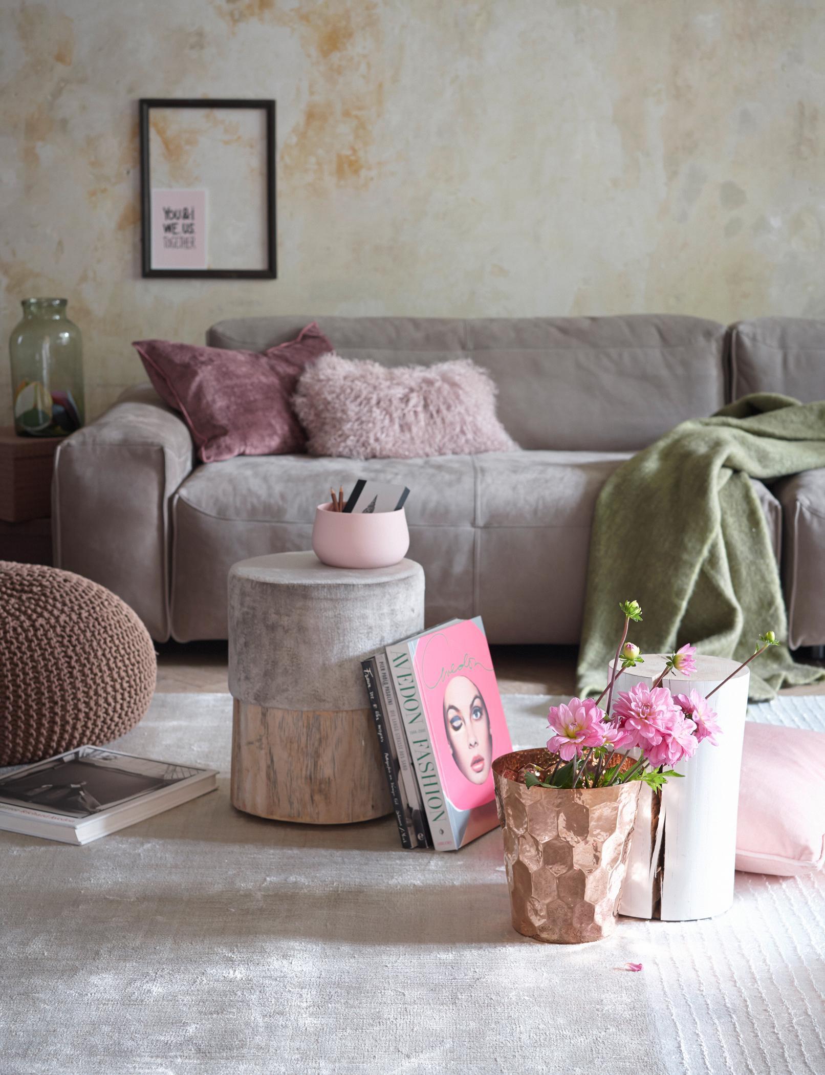 Glamour time beistelltisch kissen sofa samtsofa for Sofa von der seite