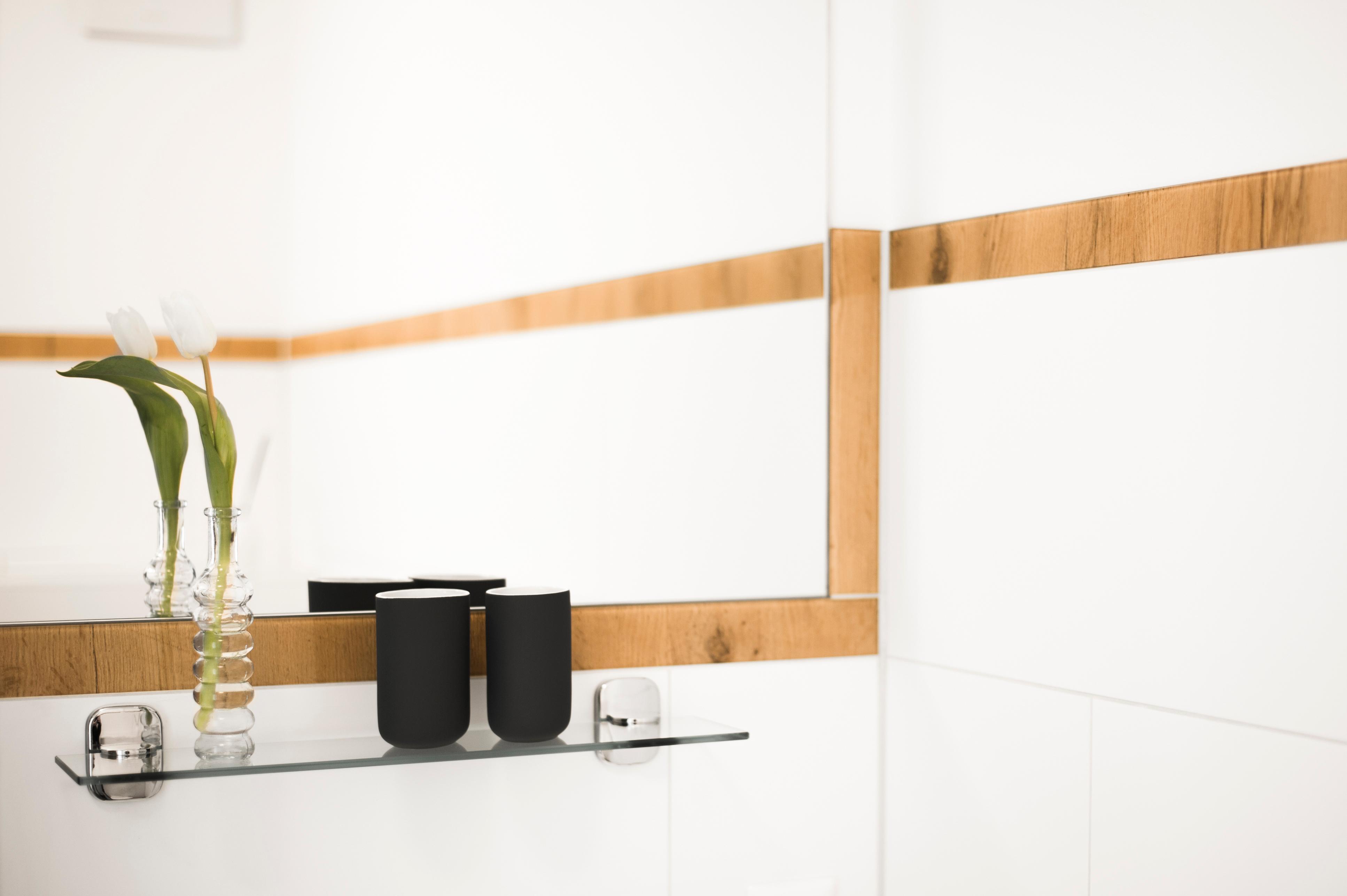 Glas Laminat Badezimmer Mit Eichenoptik Glas Bordüren #badezimmer #laminat  #duschrückwand ©Layerprint.