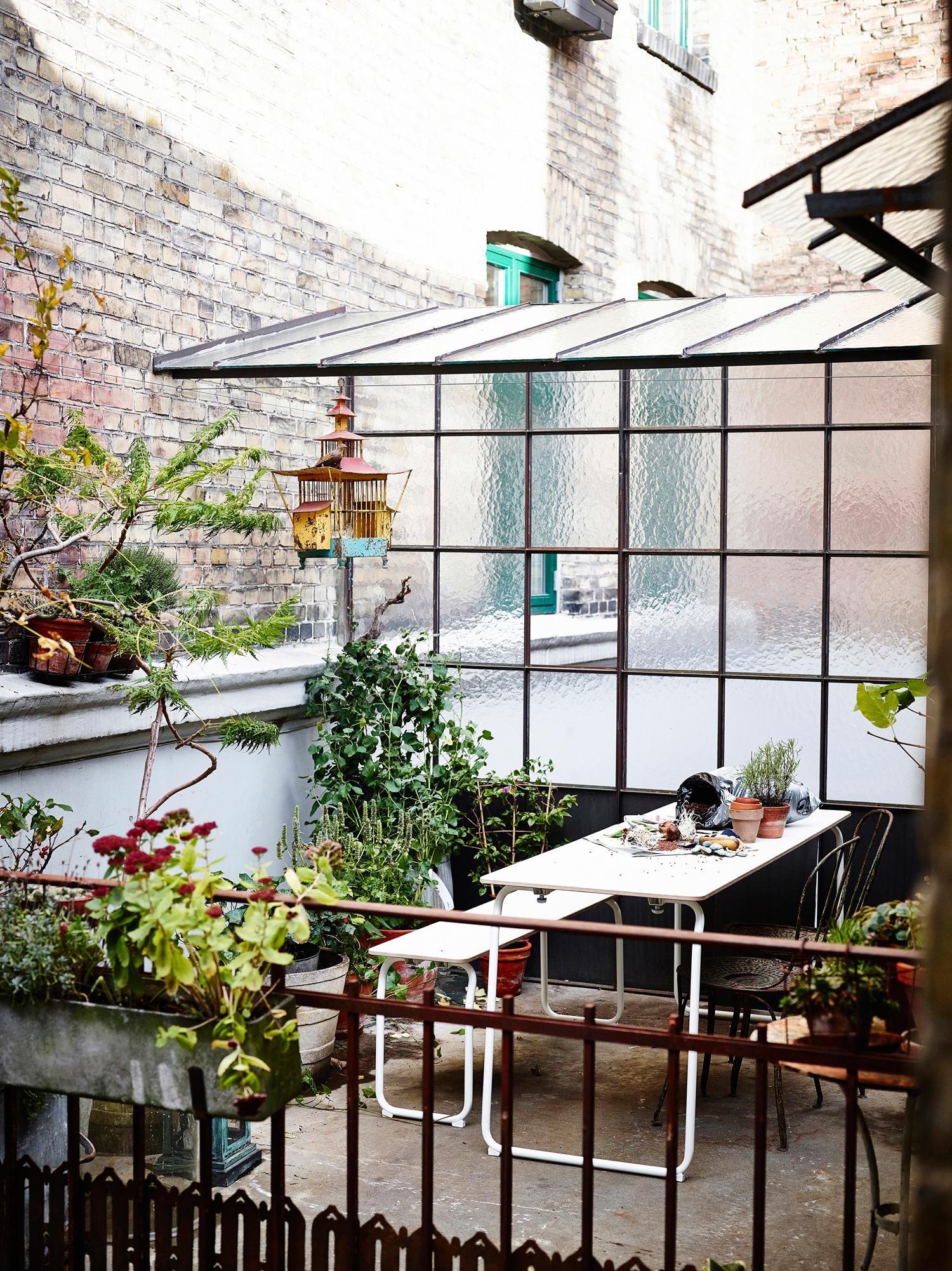 Terrasse mit Sichtschutz: So schaffst du Privatsphäre!