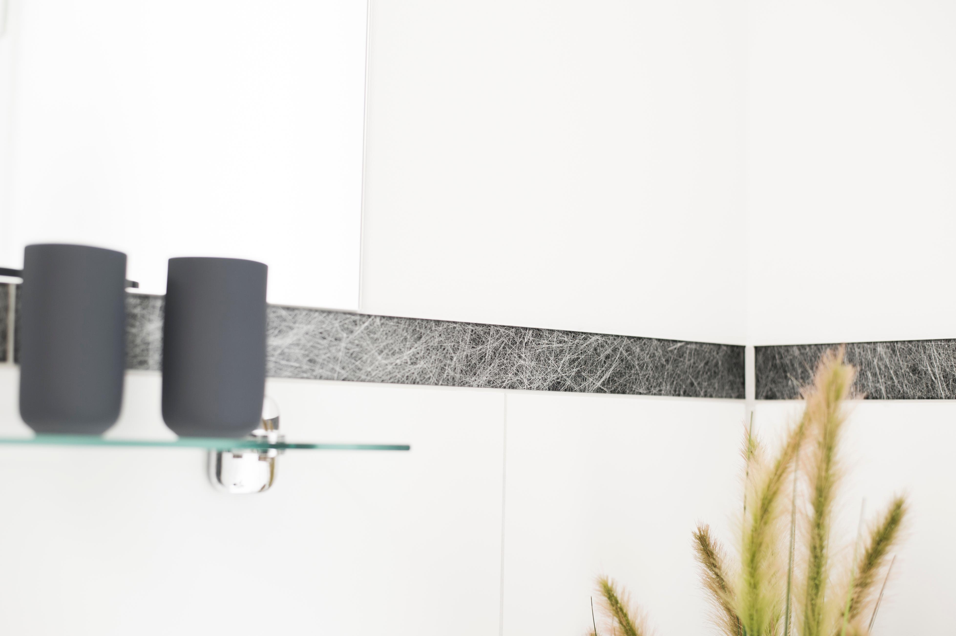 Glasfaser Badezimmer mit Glas-Bordüre #badezimmer #l...