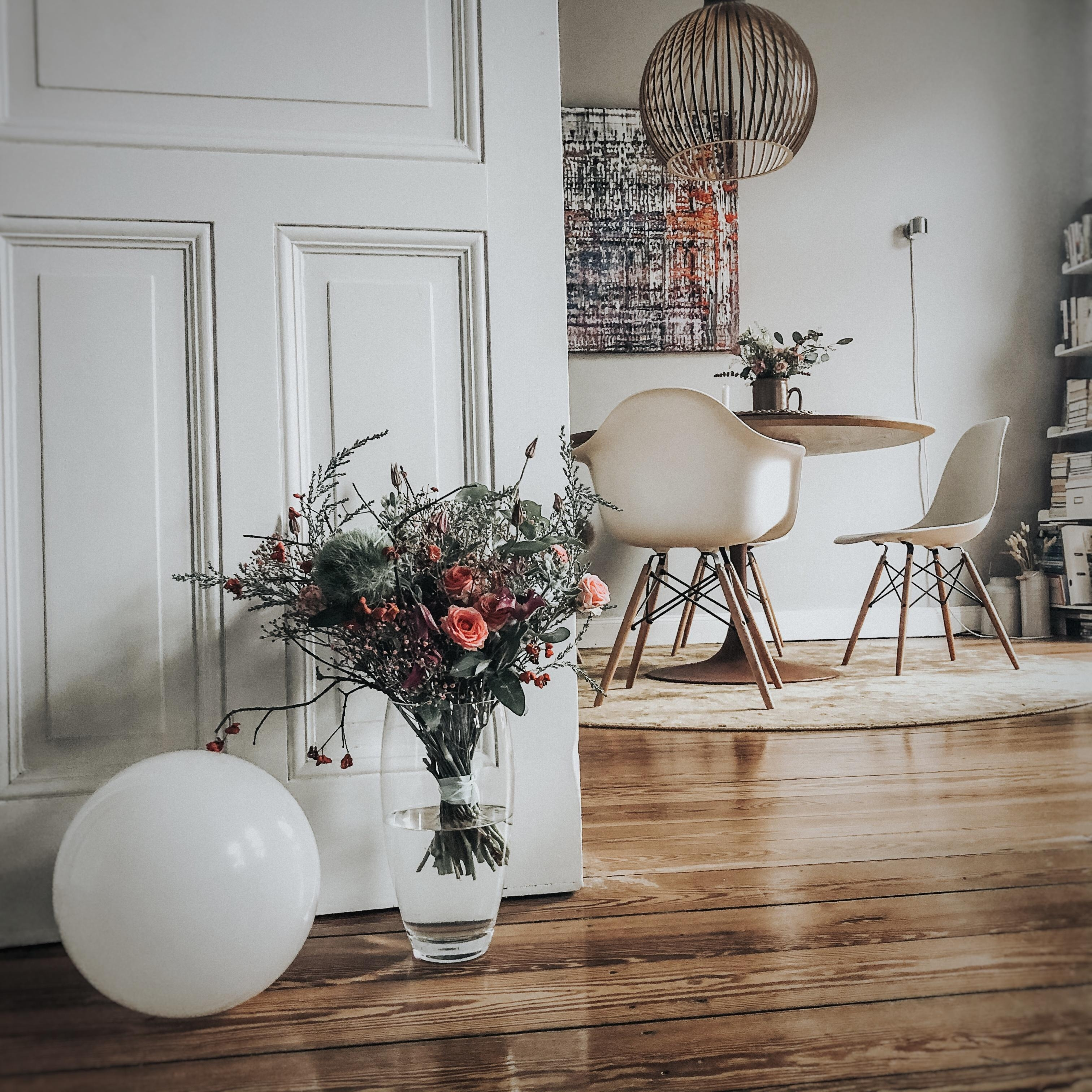 gloomy autumn days #altbau #vase #myhappyviews #living #nordicroom #interieur #interior #interiorstyling