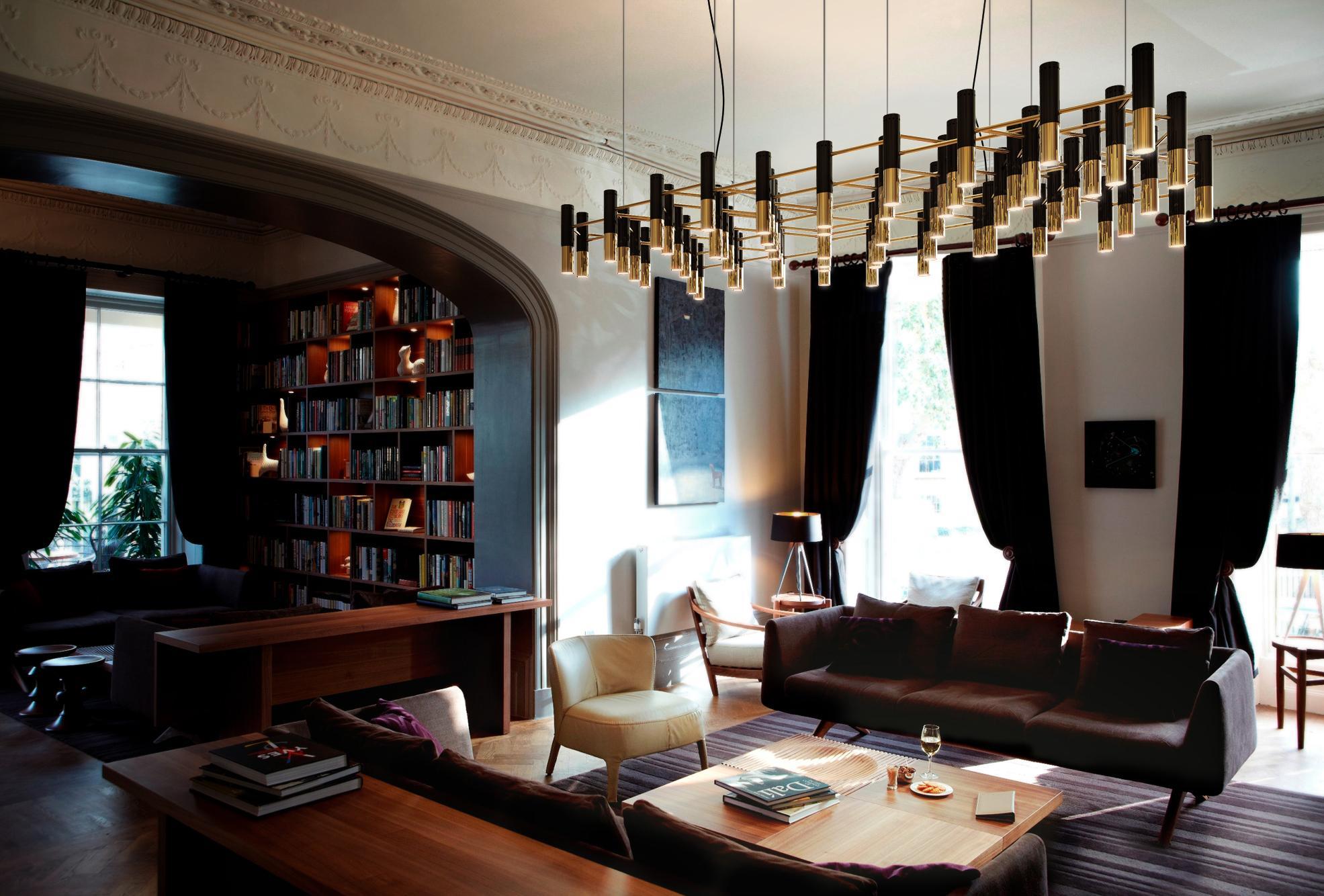 Goldene Hängeleuchte Im Wohnzimmer #couchtisch #sessel #sofa  #schwarzehängeleuchte ©Delightfull Ideas