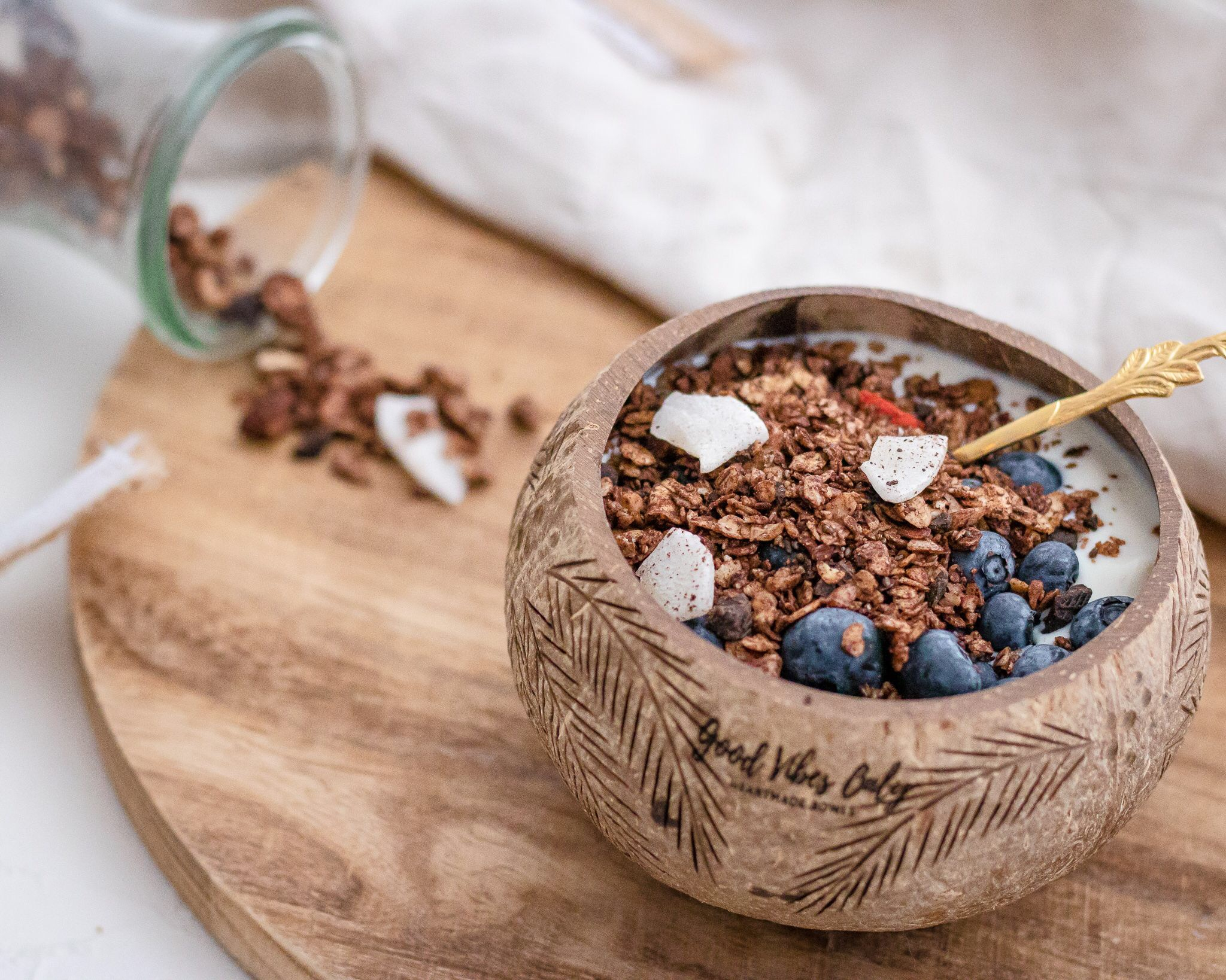 Good vibes only - homemade Schoko Granola in meiner Lieblings Coconut-Bowl 