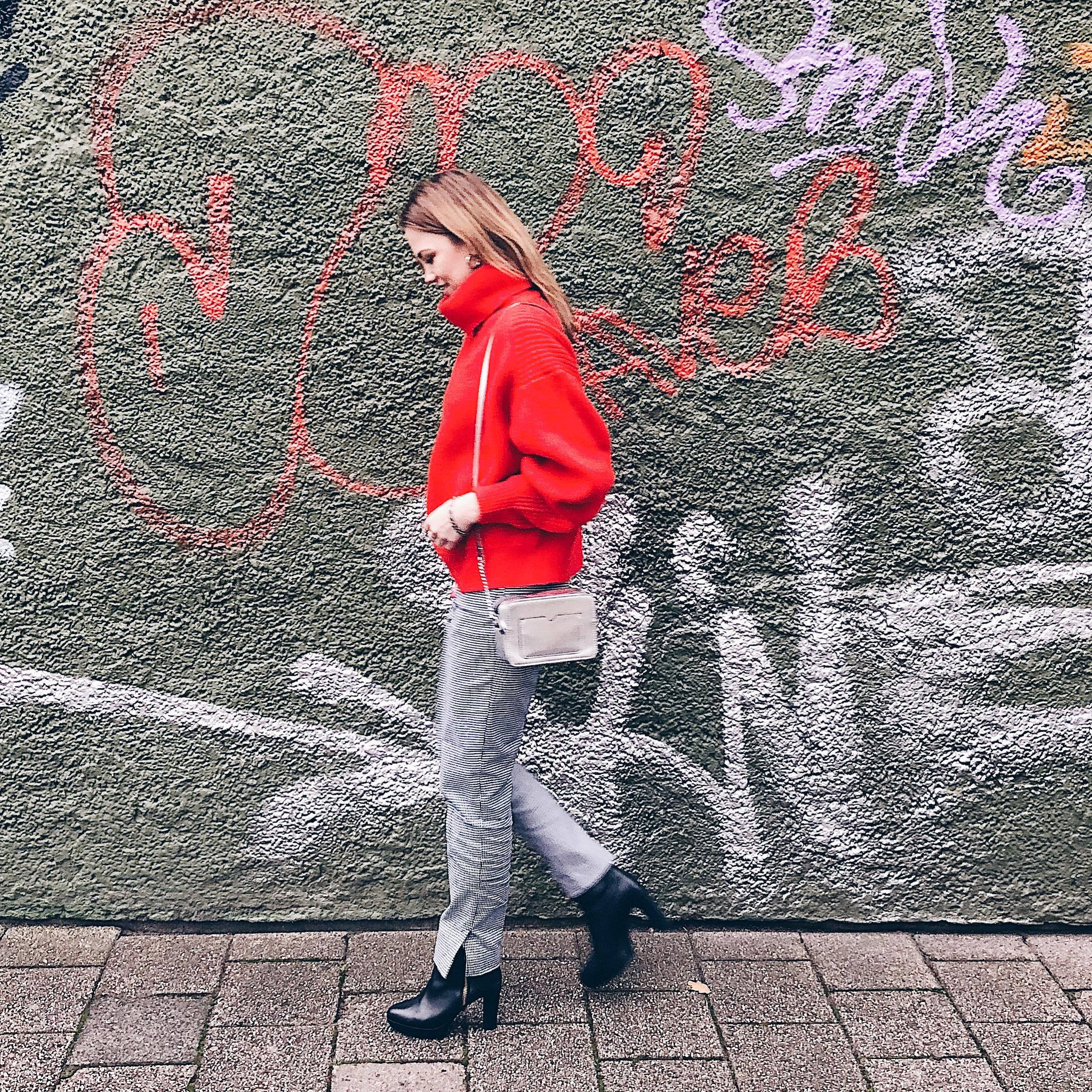 Graffiti Style📸 #streetstyle #sweater #red #ootd #vondirinspiriert #fashion