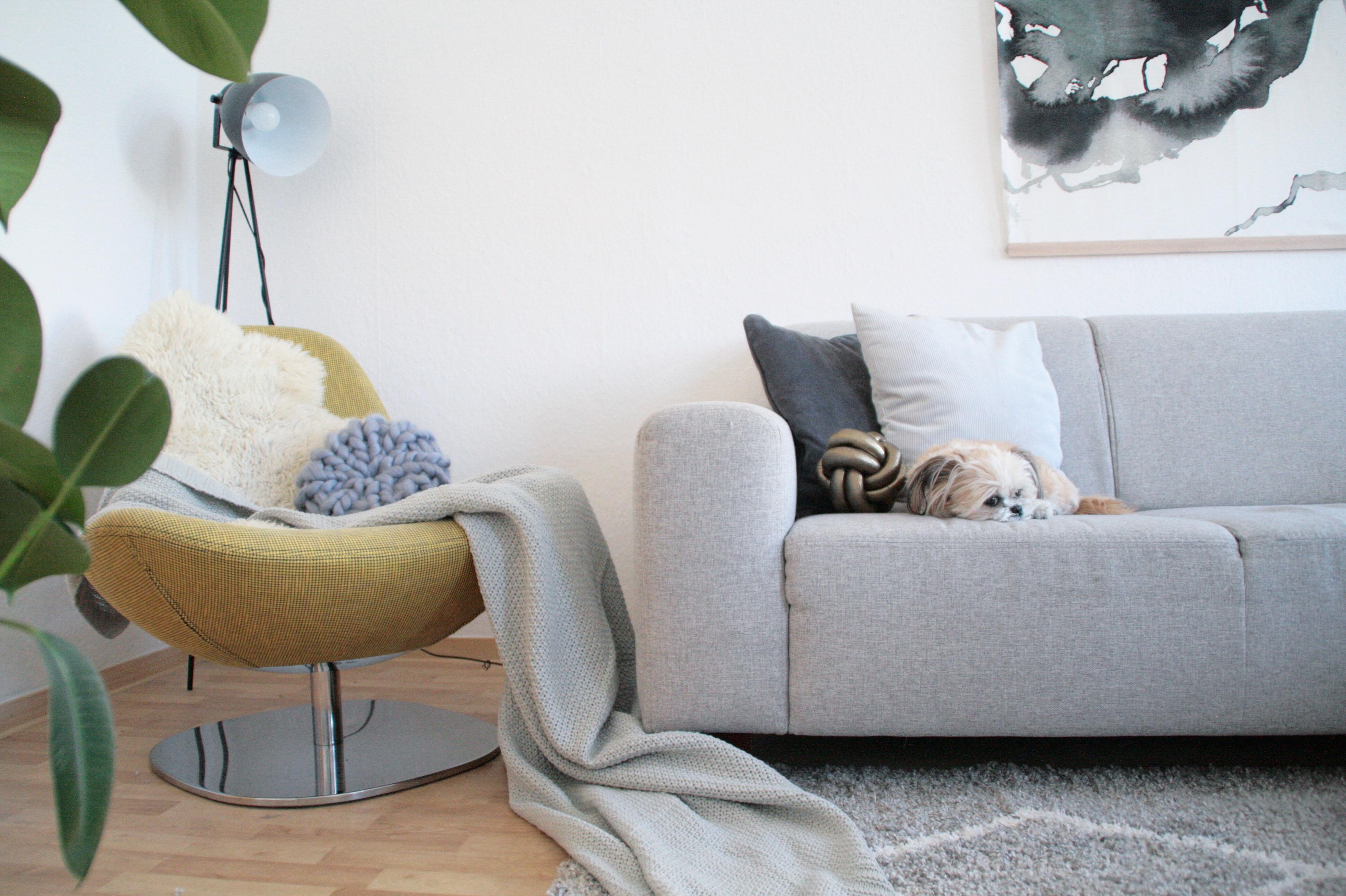 Grau in grau mit einem Hauch Farbe #wohnzimmer #ikea...