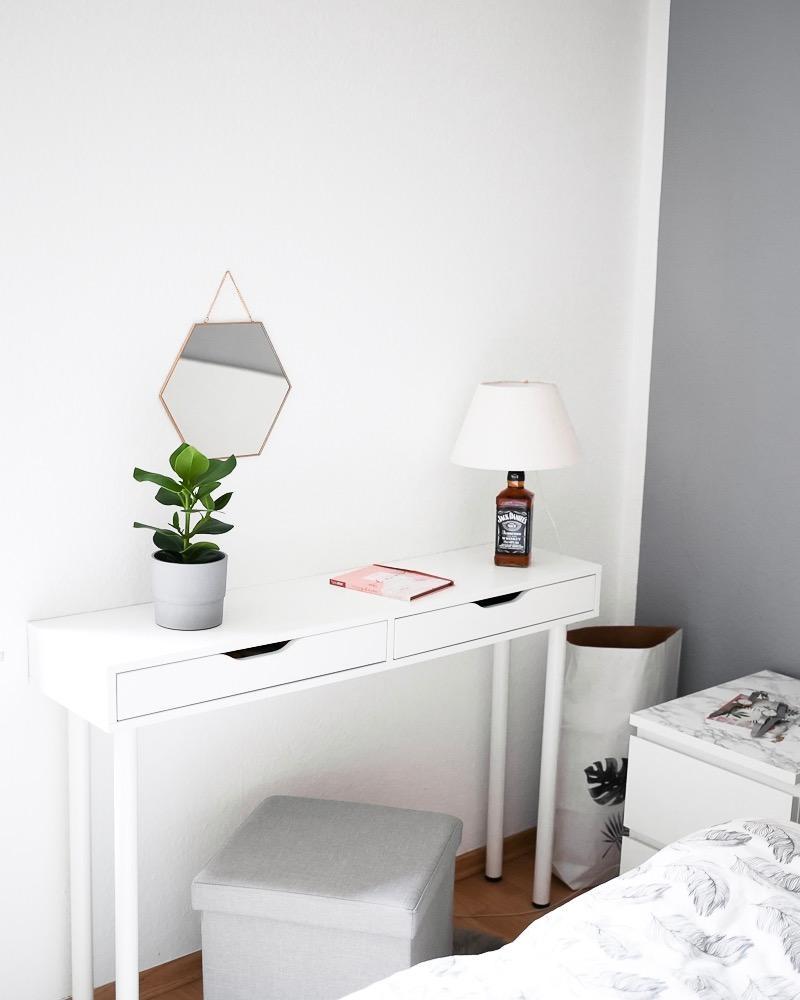 Schminktische Sind Praktisch Schon Ideen Bei Couch. Schlafzimmer ...