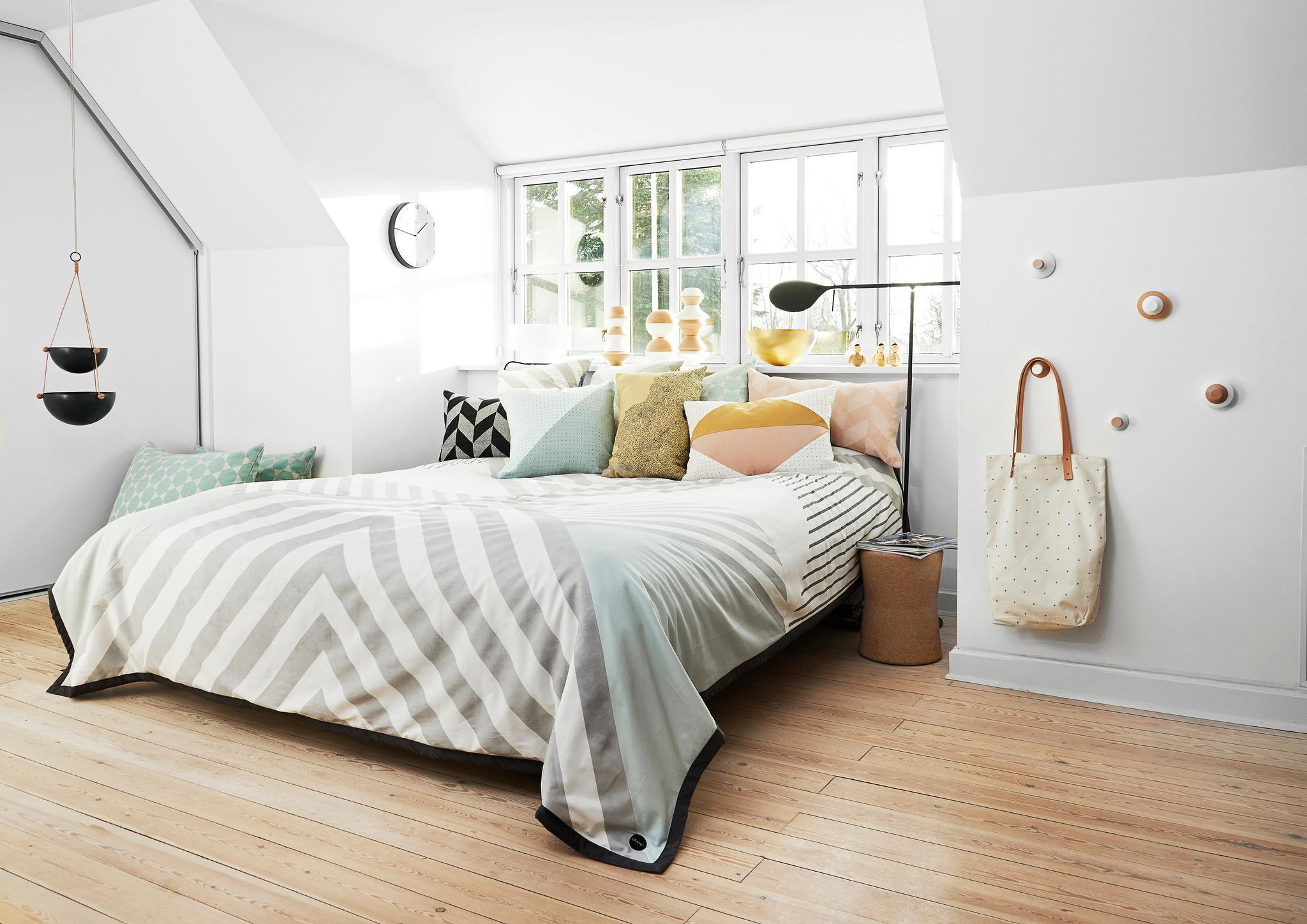 Grosses Bett Unter Dachschrage Dachschrage Tagesdec