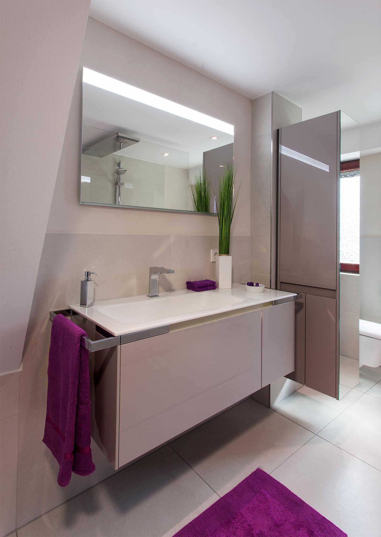 Großflächig badezimmer offenedusche raumteiler ©H...
