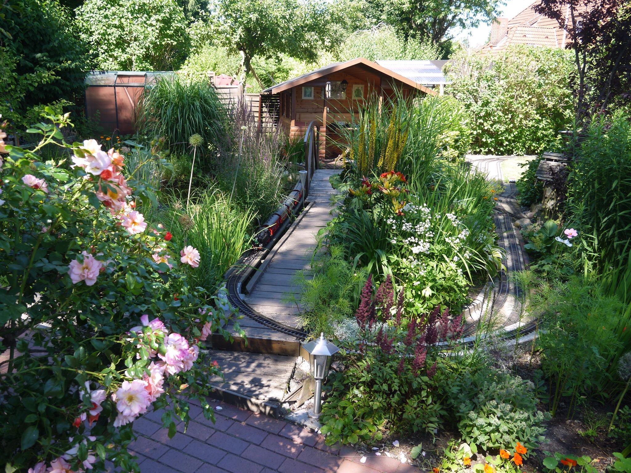 Gartenhaus bilder ideen couchstyle for Garten wand ideen