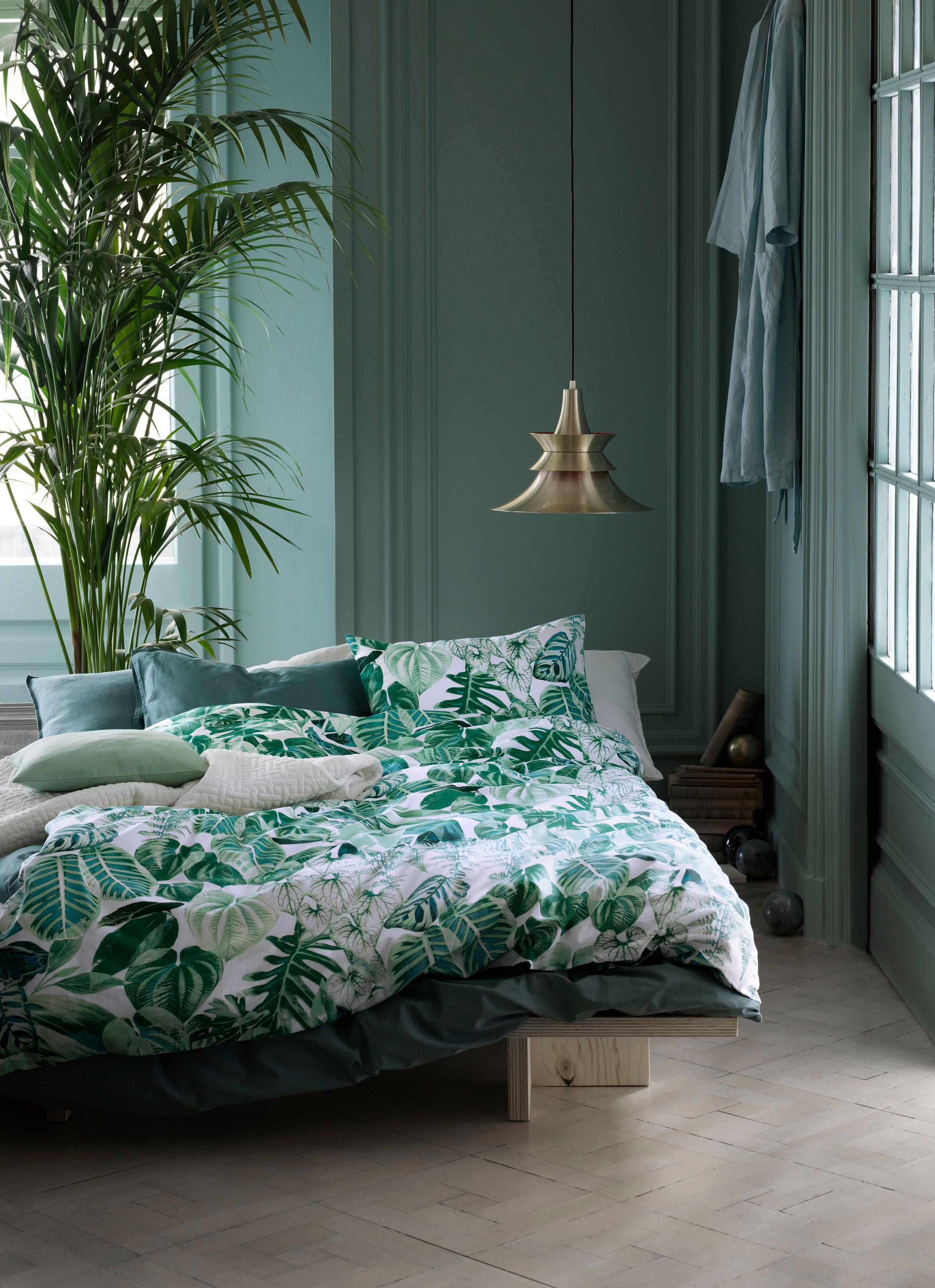Grünpflanze Im Schlafzimmer #bett #pendelleuchte #schlafzimmergestalten  #schlafzimmerbeleuchtung #zimmergestaltung ©Hu0026amp;